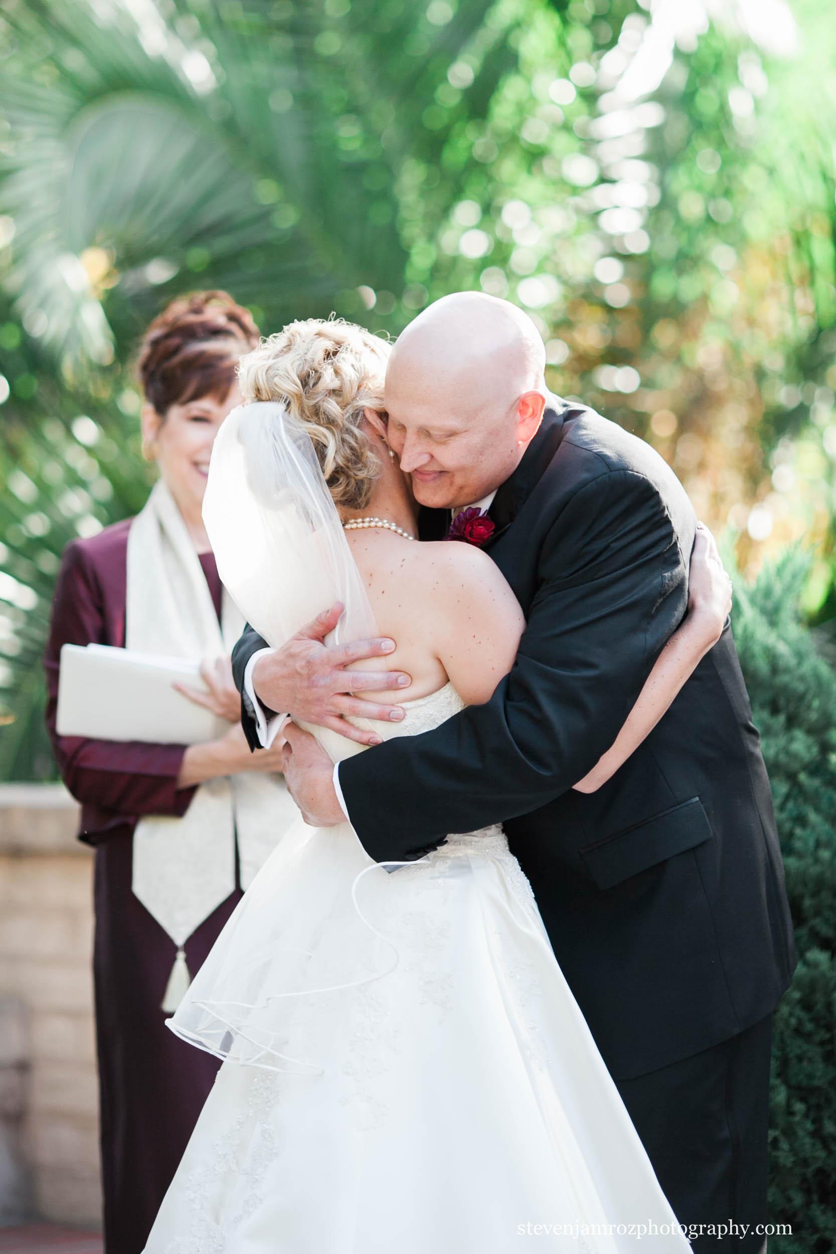 just-married-bride-groom-hug-steven-jamroz-photography-0158.jpg