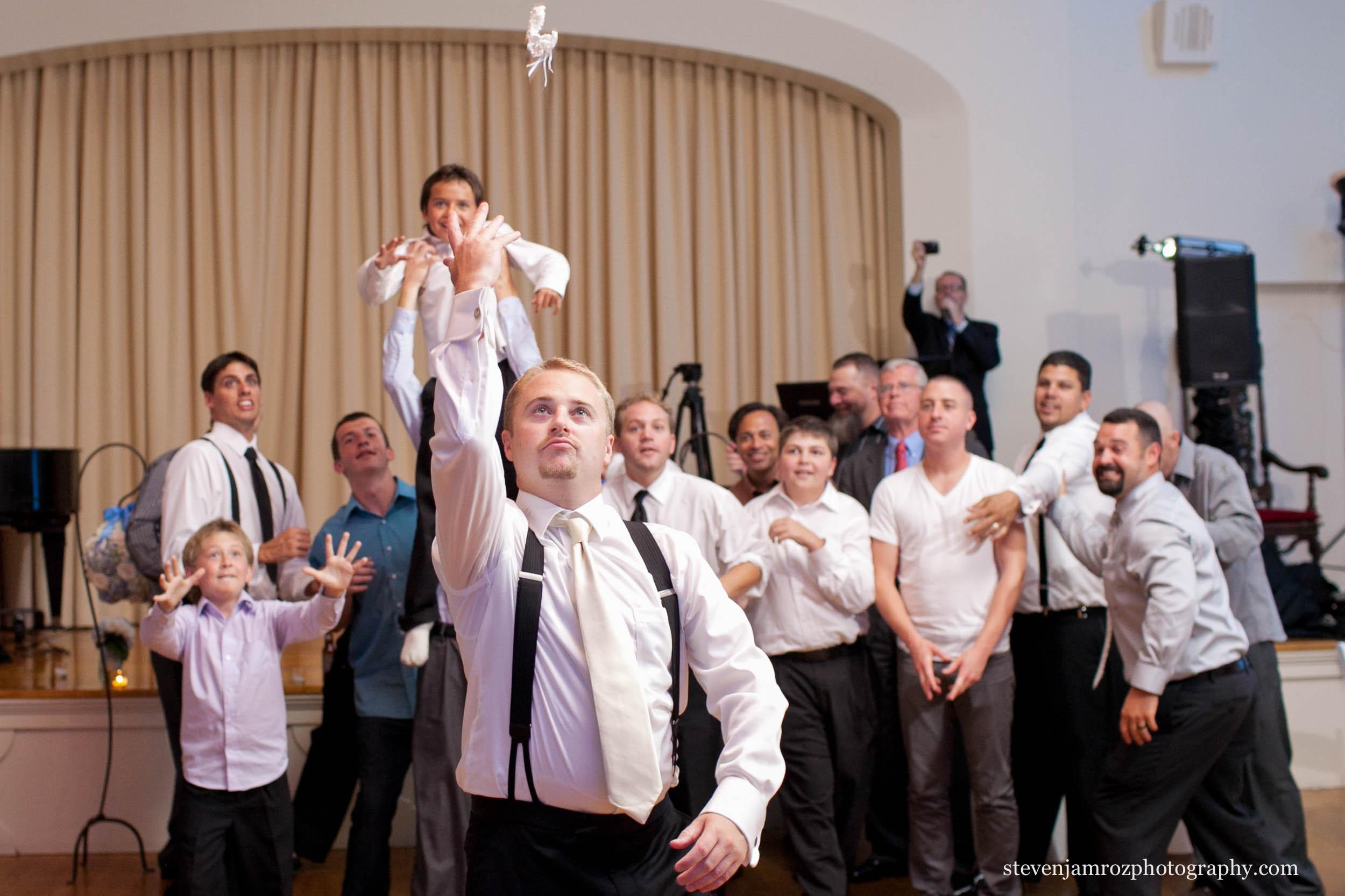 kid-on-shoulders-garter-toss-raleigh-steven-jamroz-photography-0072.jpg