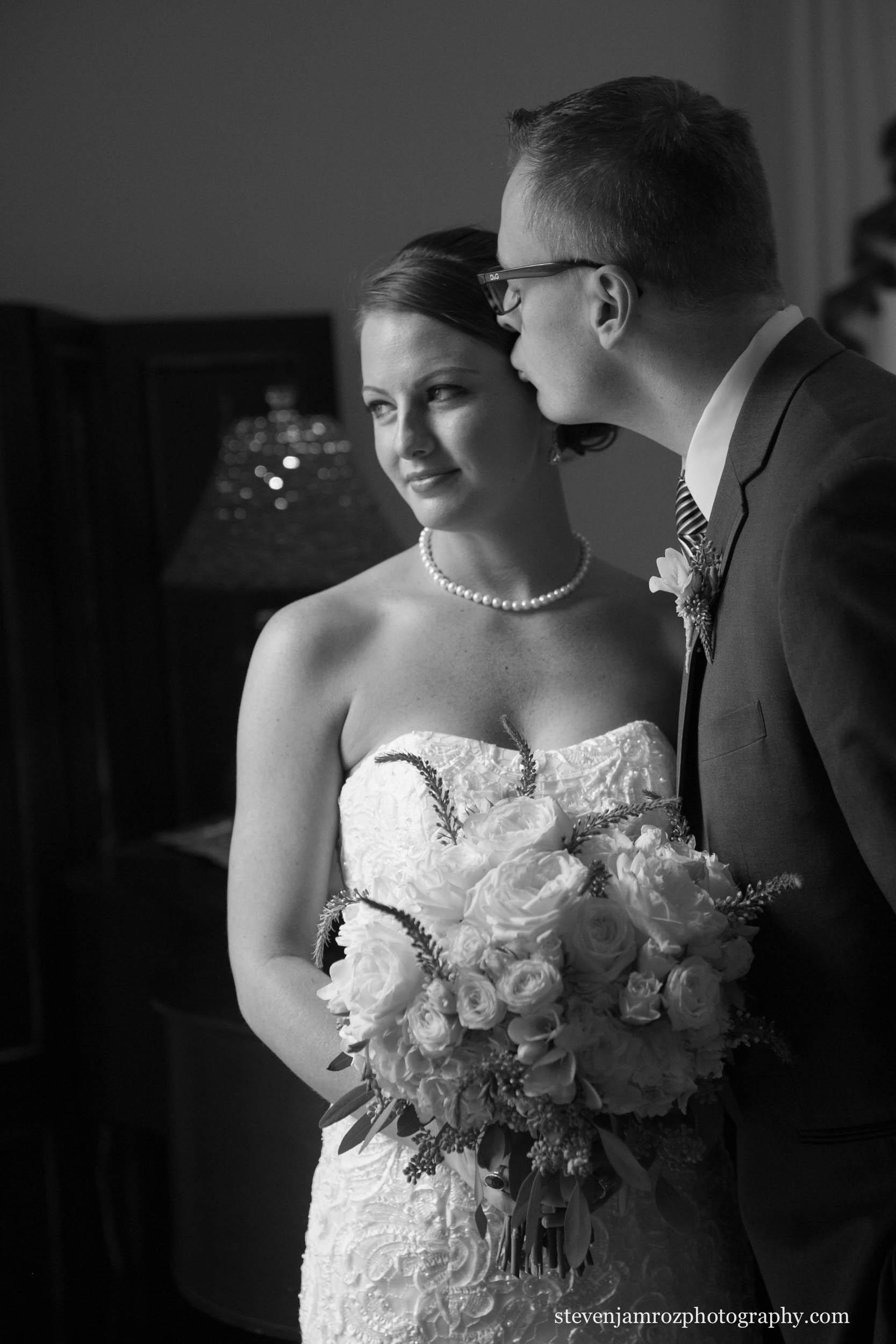 kiss-bride-groom-hudson-manor-estate-wedding-0869.jpg