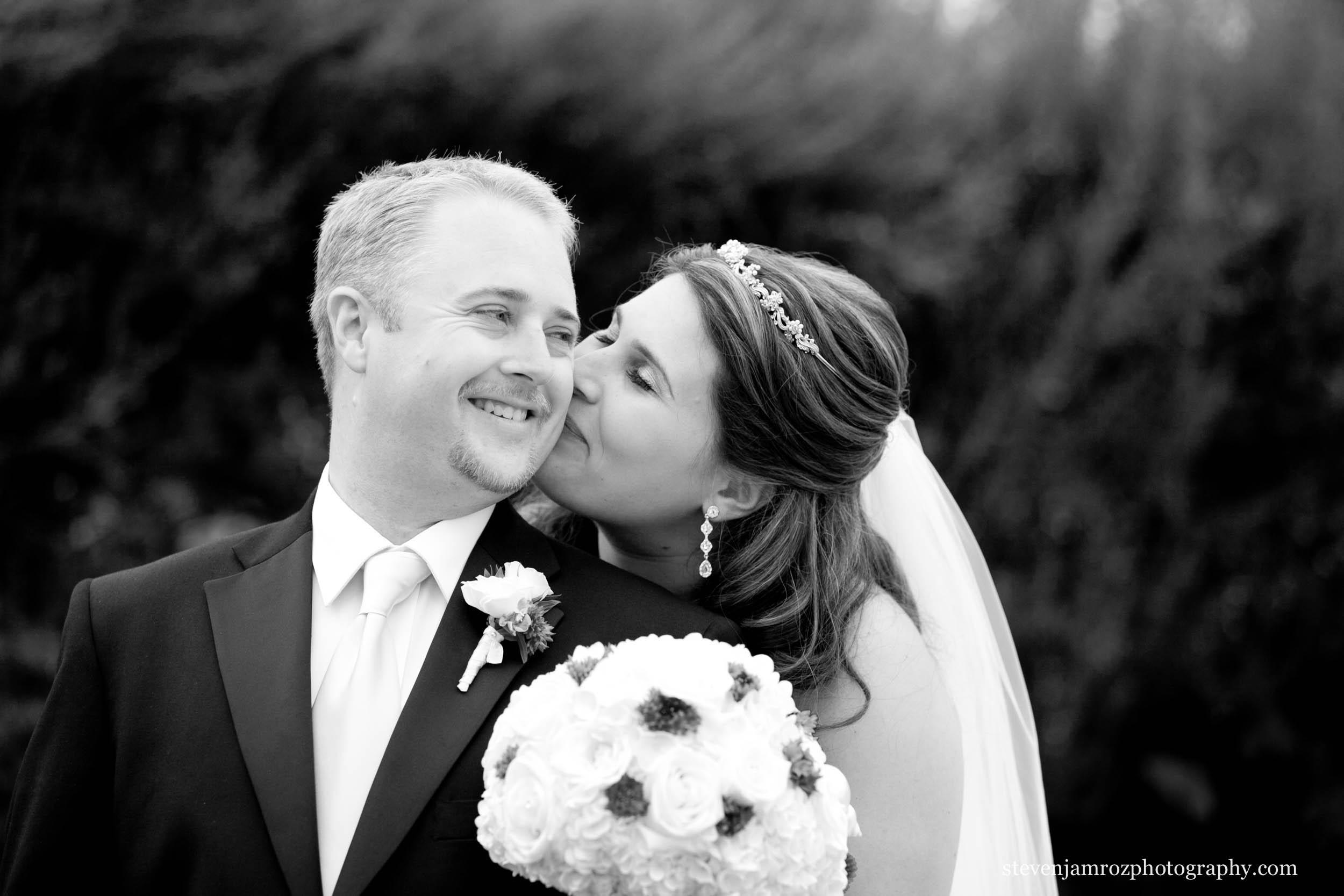 kiss-bride-groom-wedding-photographer-raleigh-0897.jpg