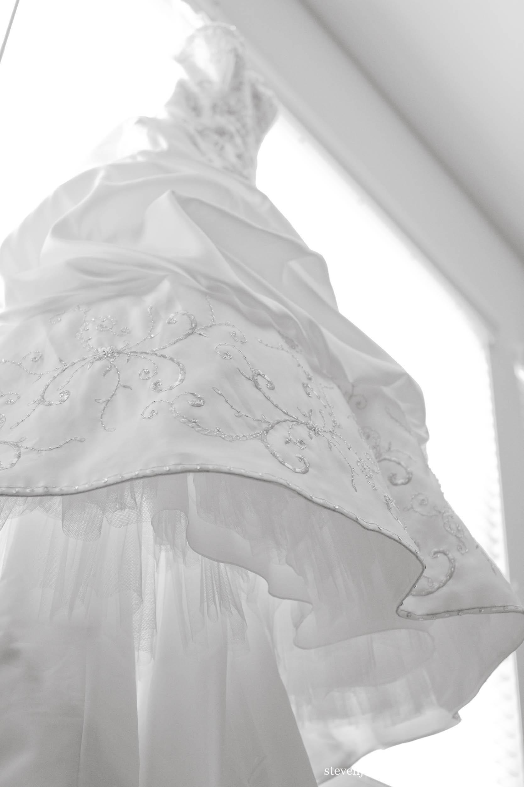 lace-dress-wedding-hanging-steven-jamroz-photography-0126.jpg