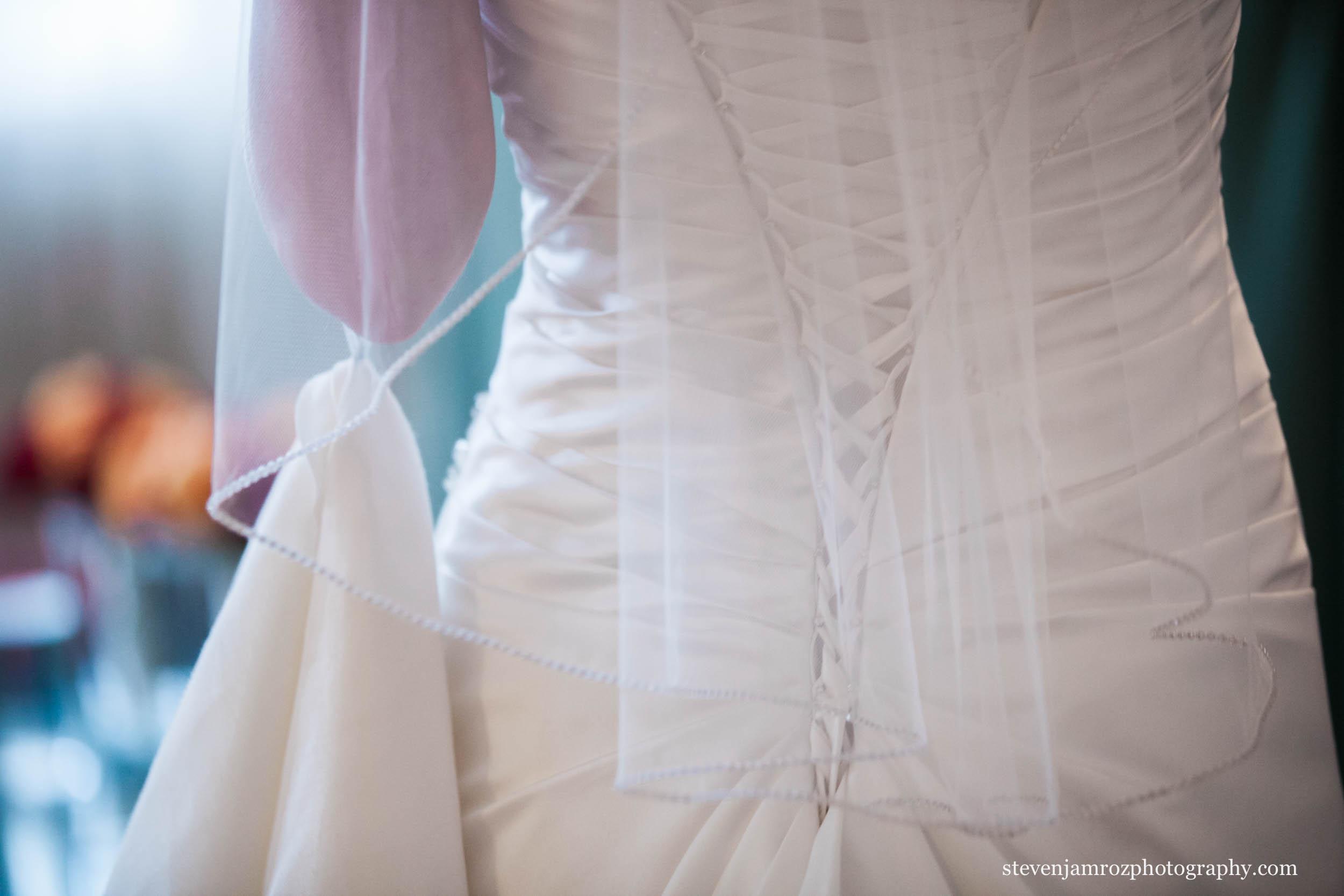 lace-wedding-dress-bride-photography-0964.jpg