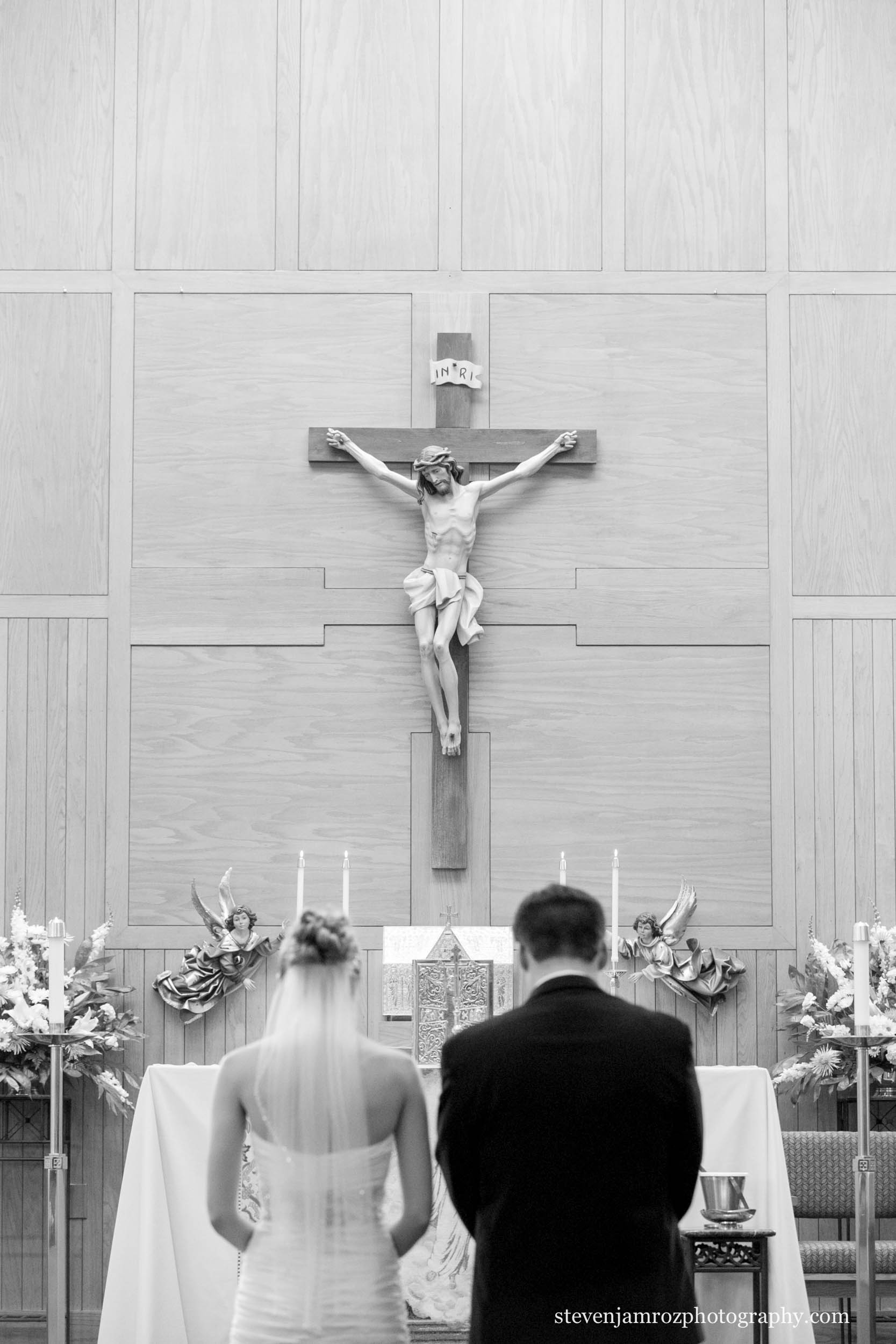 lady-of-lourdes-wedding-kneeling-couple-steven-jamroz-0697.jpg