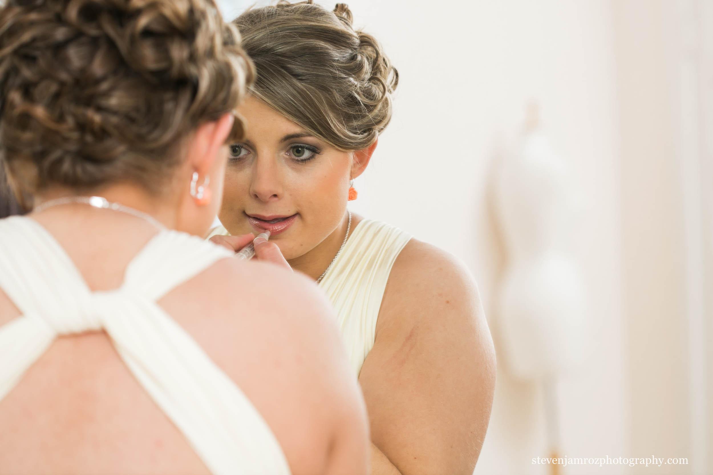 lipstick-bride-in-mirror-hudson-manor-estate-0871.jpg