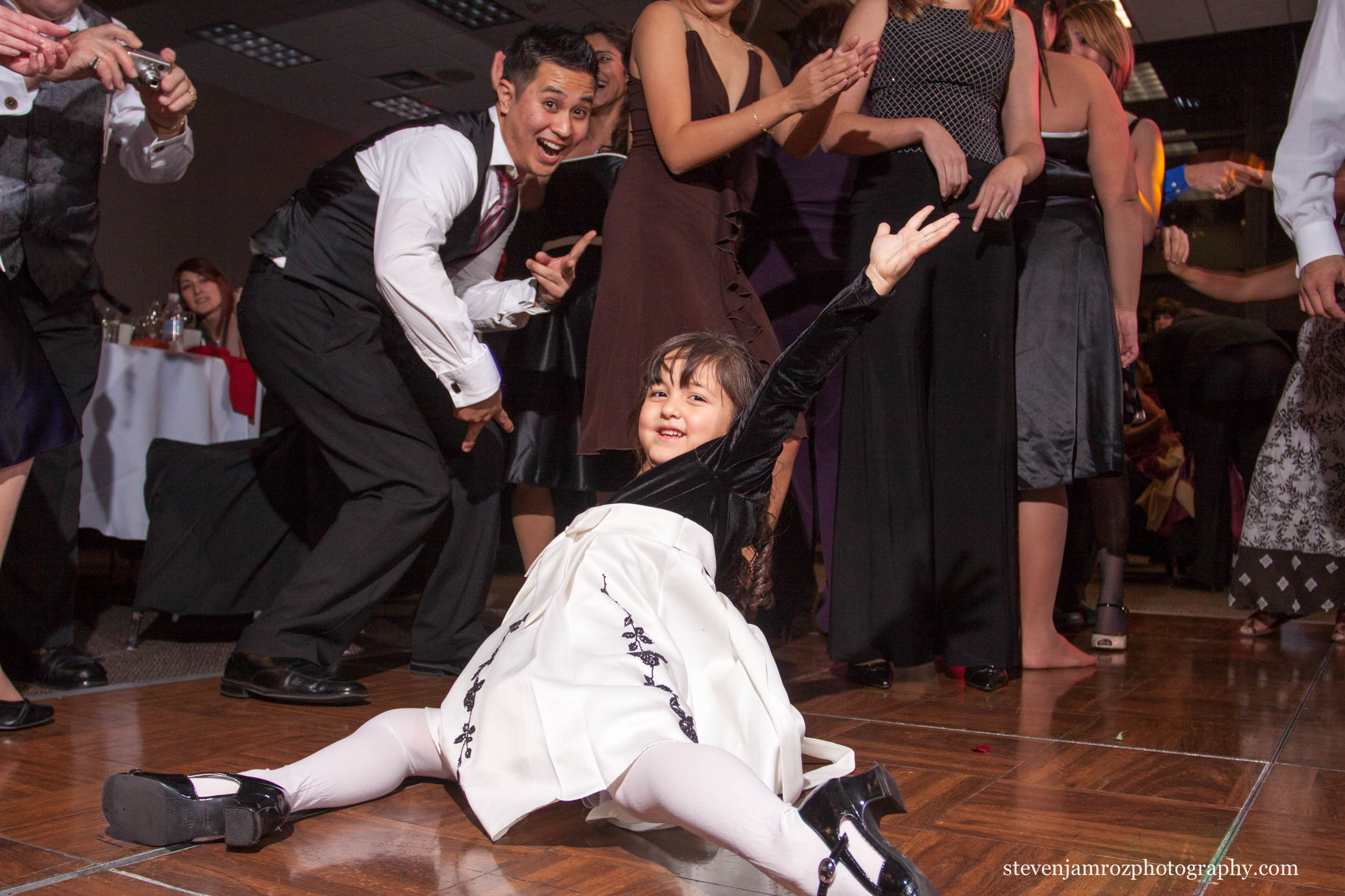 little-girl-dancing-wedding-raleigh-steven-jamroz-photography-0226.jpg