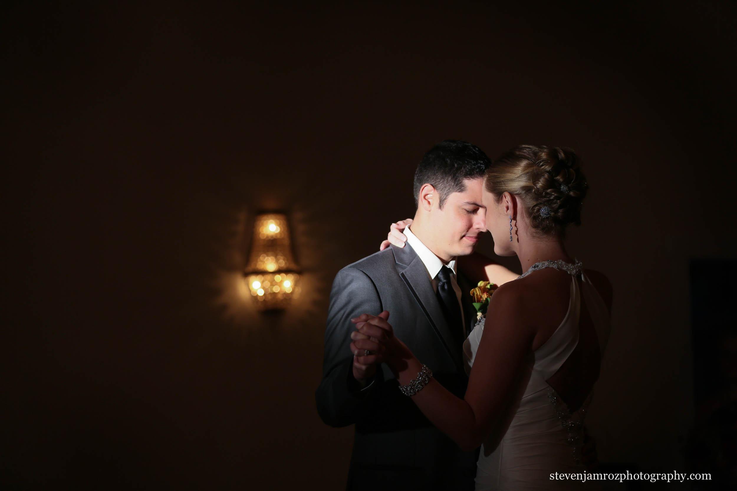 loving-first-dance-hudson-manor-louisburg-steven-jamroz-photography-0492.jpg