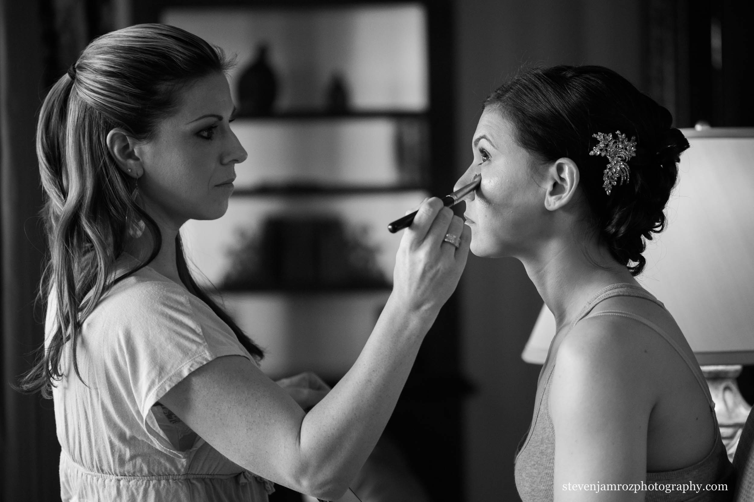 makeup-artist-getting-bride-ready-raleigh-wedding-0769.jpg