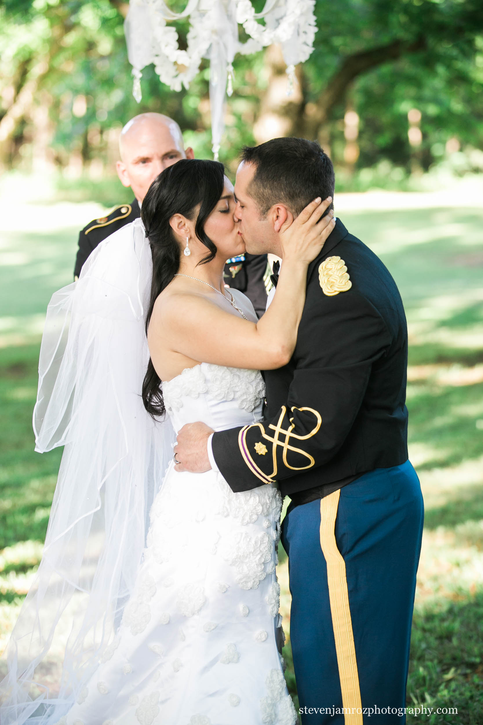 married-kiss-magnolia-manor-plantation-nc-steven-jamroz-photography-0209.jpg