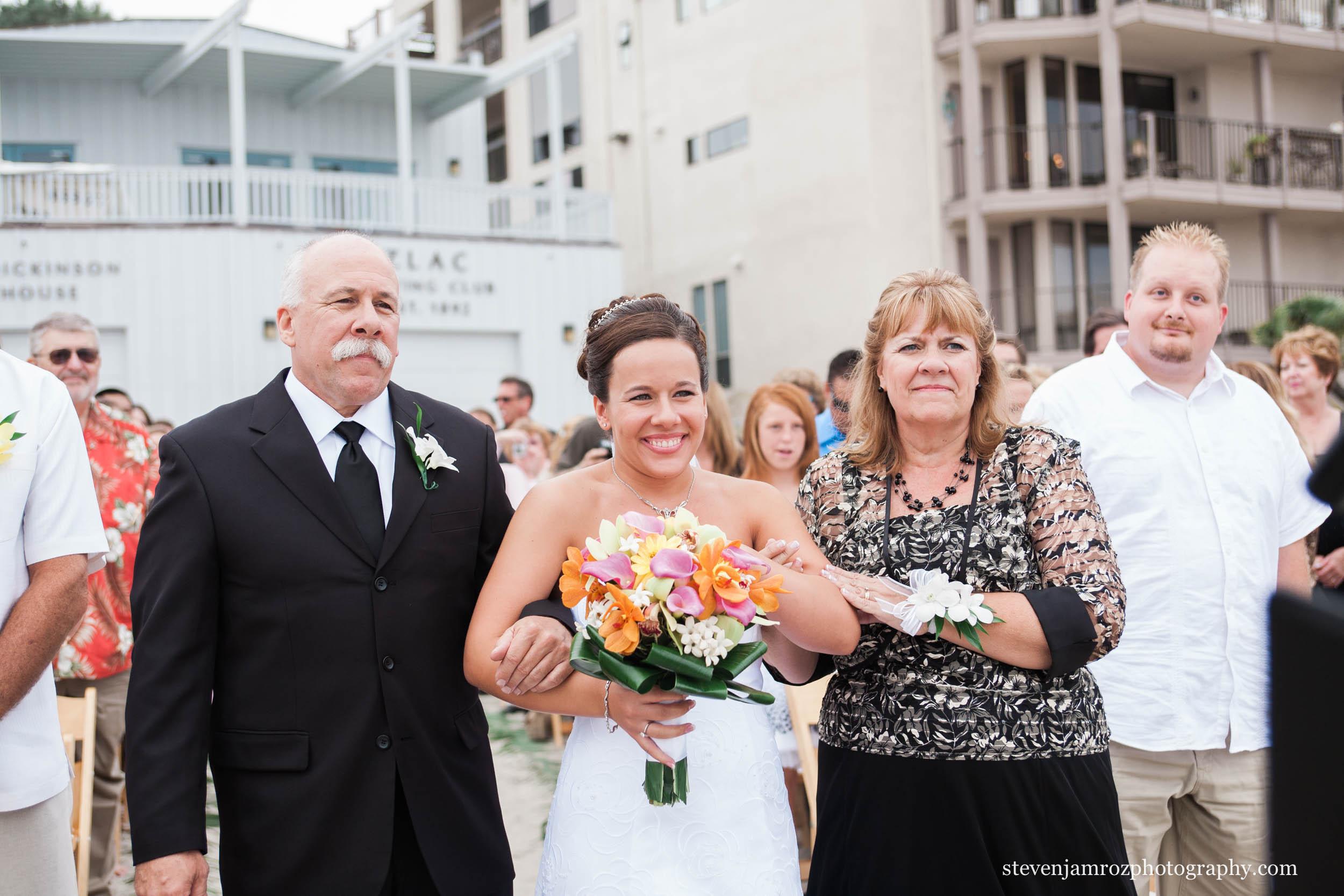 mom-dad-walk-bride-down-aisle-raleigh-nc-steven-jamroz-photography-0399.jpg