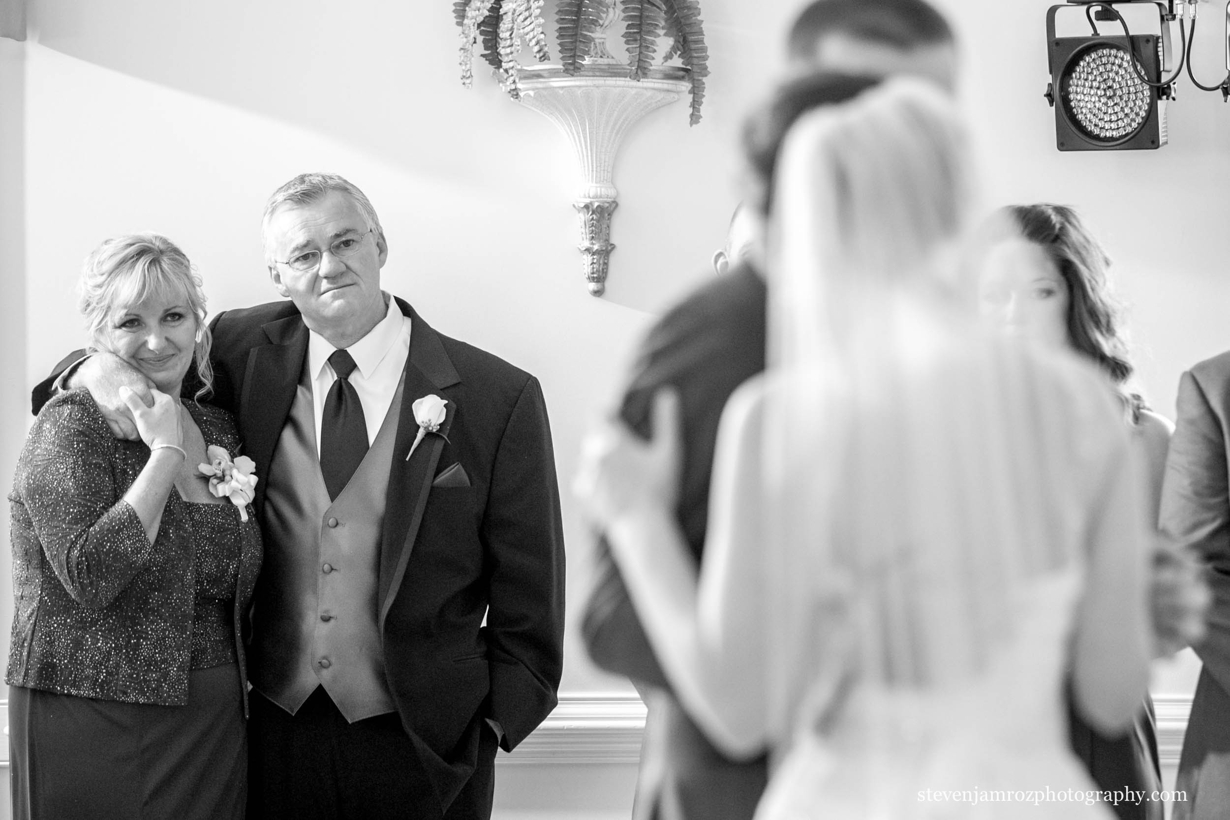 mom-dad-watch-first-dance-hudson-manor-steven-jamroz-photography-0254.jpg