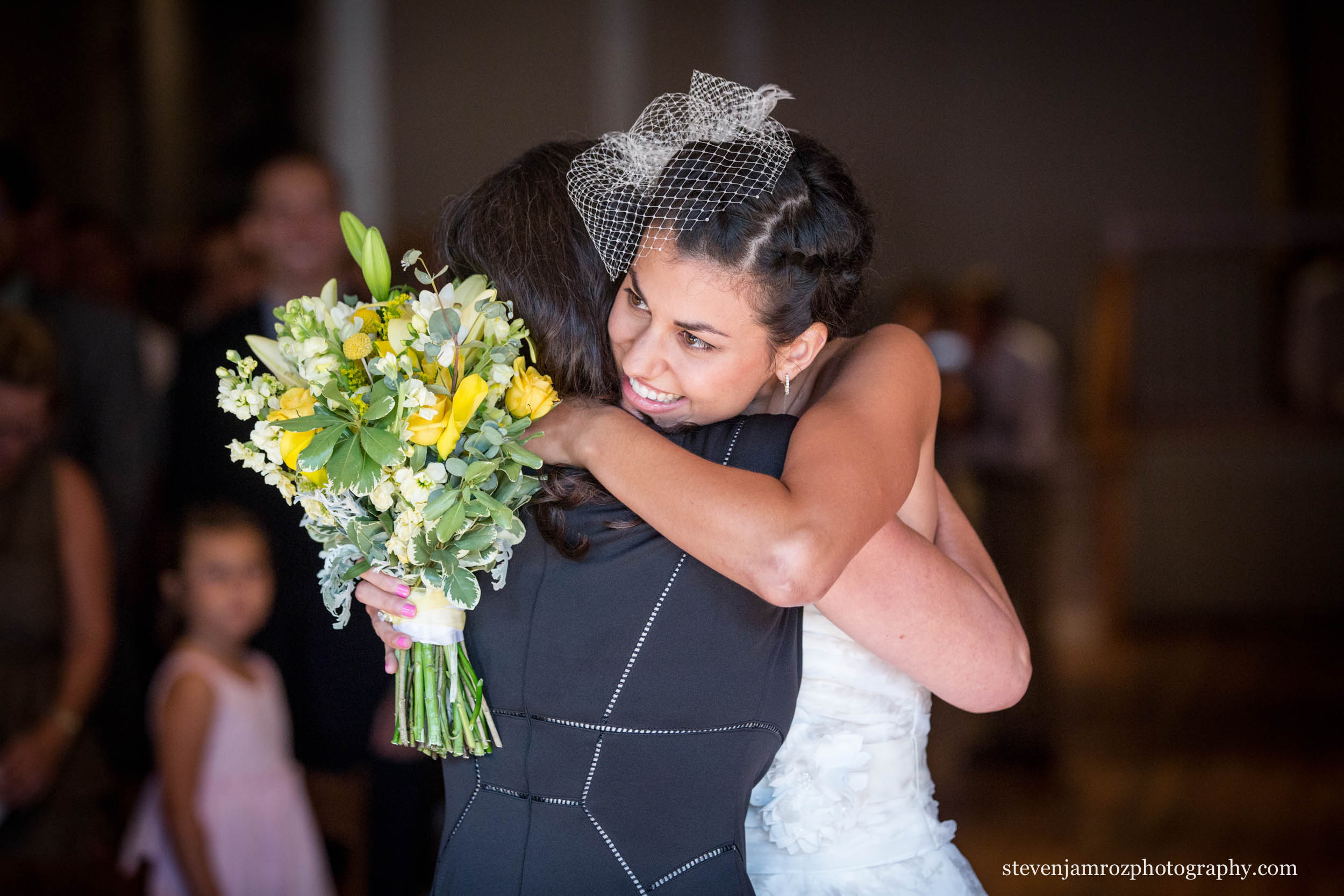 mom-hugs-bride-natural-photojournalism-moment-steven-jamroz-0692.jpg