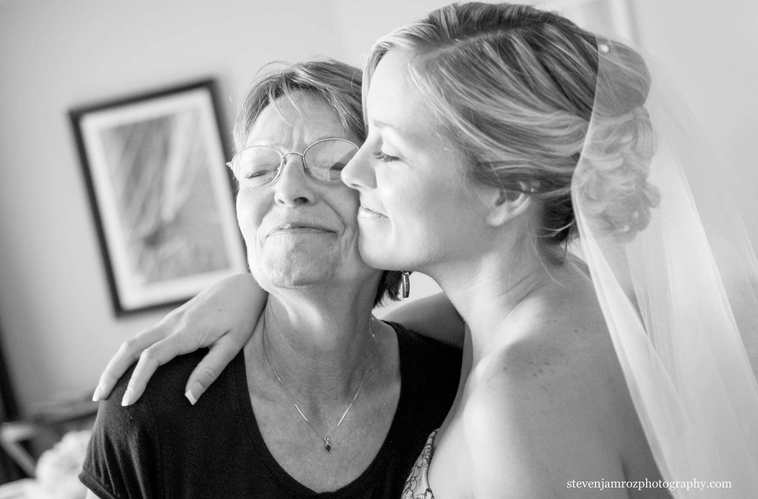 mom-hugs-bride-raleigh-nc-steven-jamroz-photography-0471.jpg