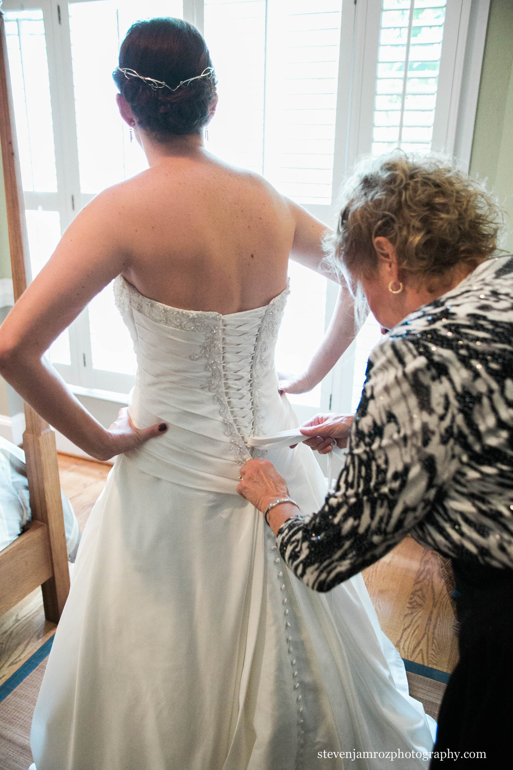 mom-laces-daughter-wedding-dress-raleigh-steven-jamroz-photography-0503.jpg