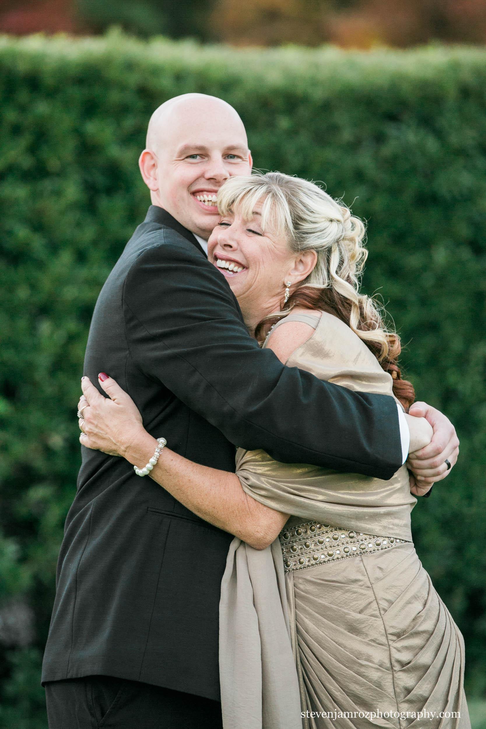 mother-groom-hug-raleigh-steven-jamroz-photography-0304.jpg