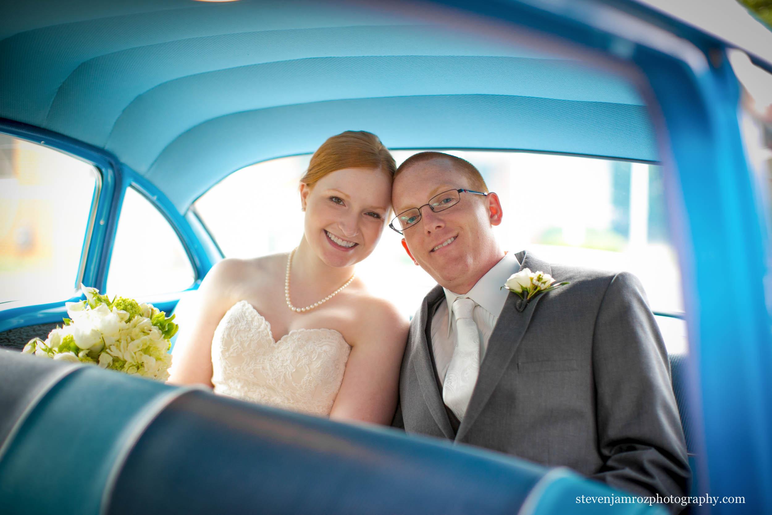 old-car-blue-wedding-couple-steven-jamroz-photography-0104.jpg