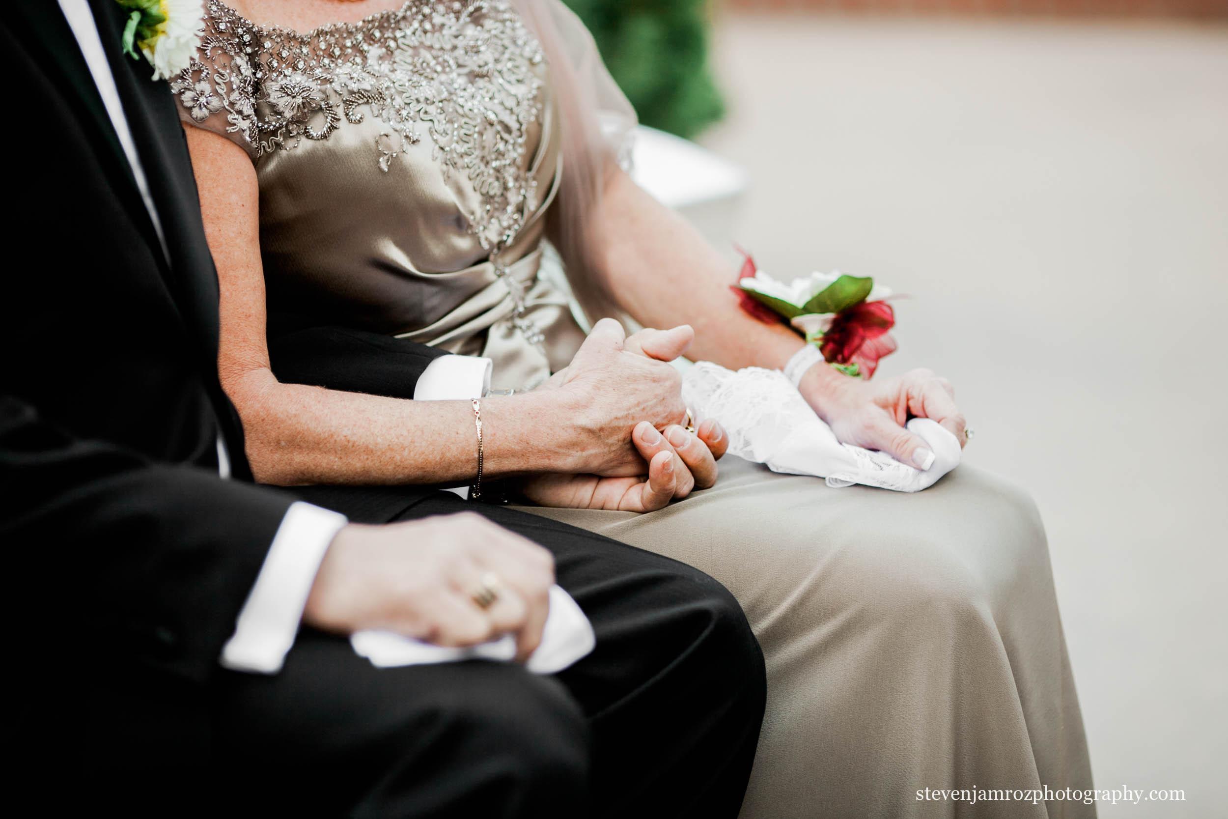 parents-holding-hands-wedding-steven-jamroz-photography-0596.jpg