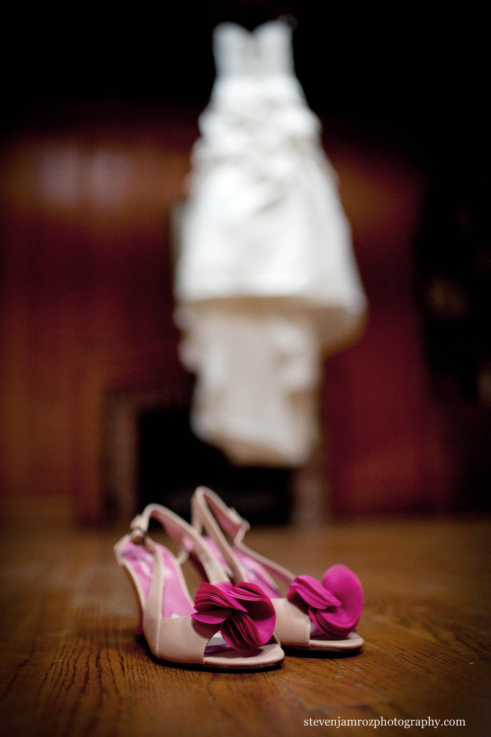 pink-wedding-shoes-nc-wedding-steven-jamroz-photography-0564.jpg