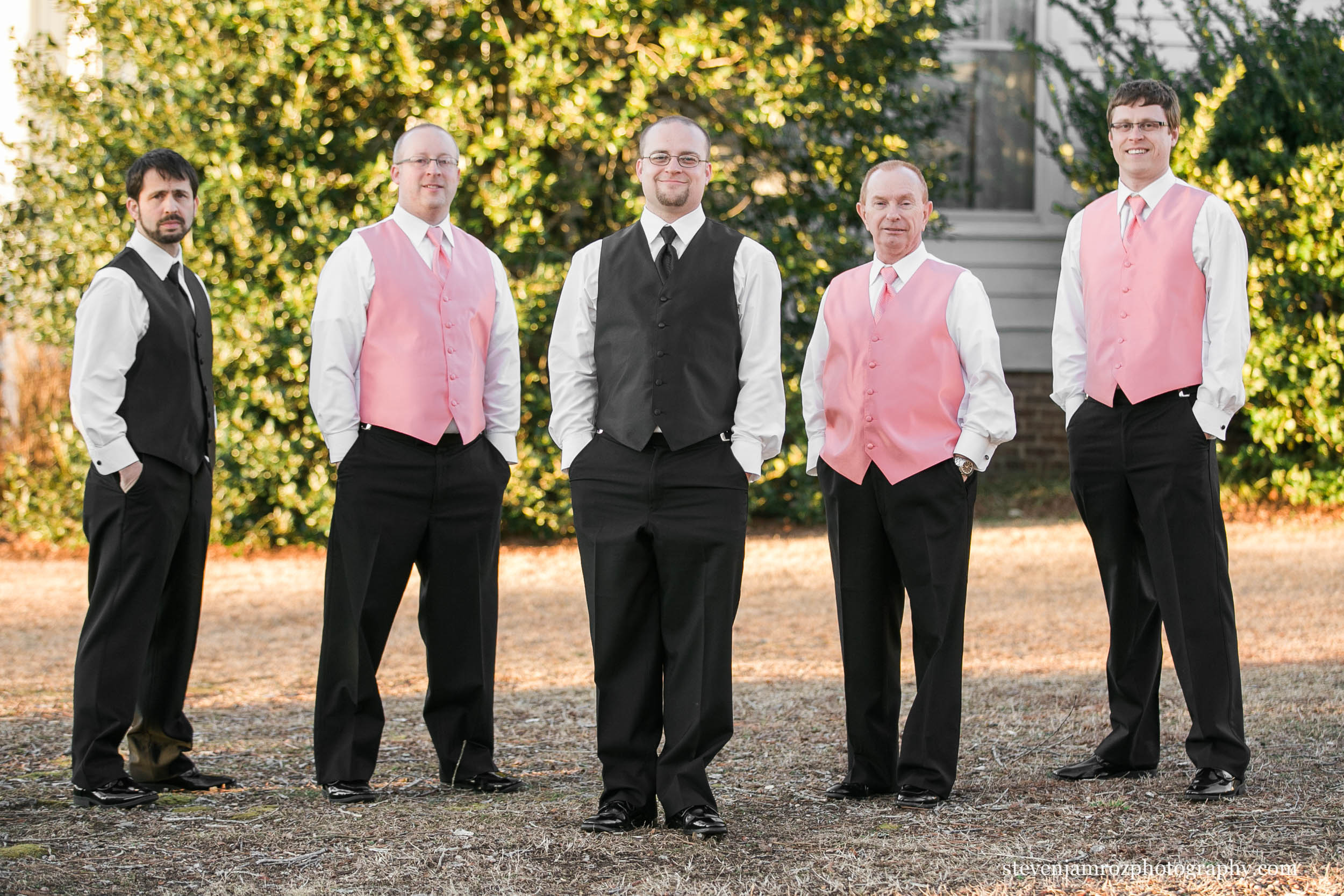 pink-vests-groomsmen-hudson-manor-estate-steven-jamroz-photography-0585.jpg