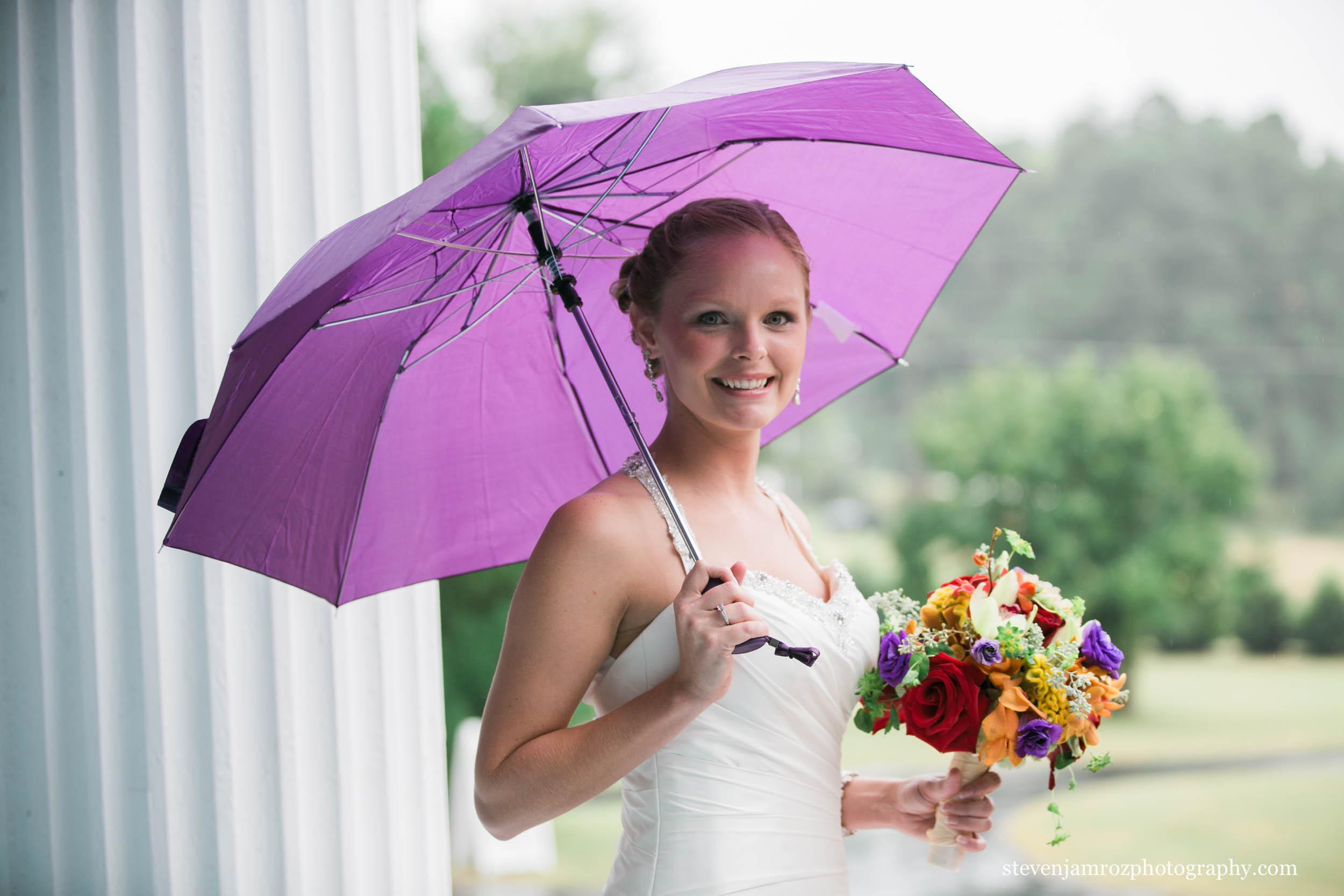 purple-umbrella-hudson-manor-rain-wedding-raleigh-steven-jamroz-photography-0301.jpg