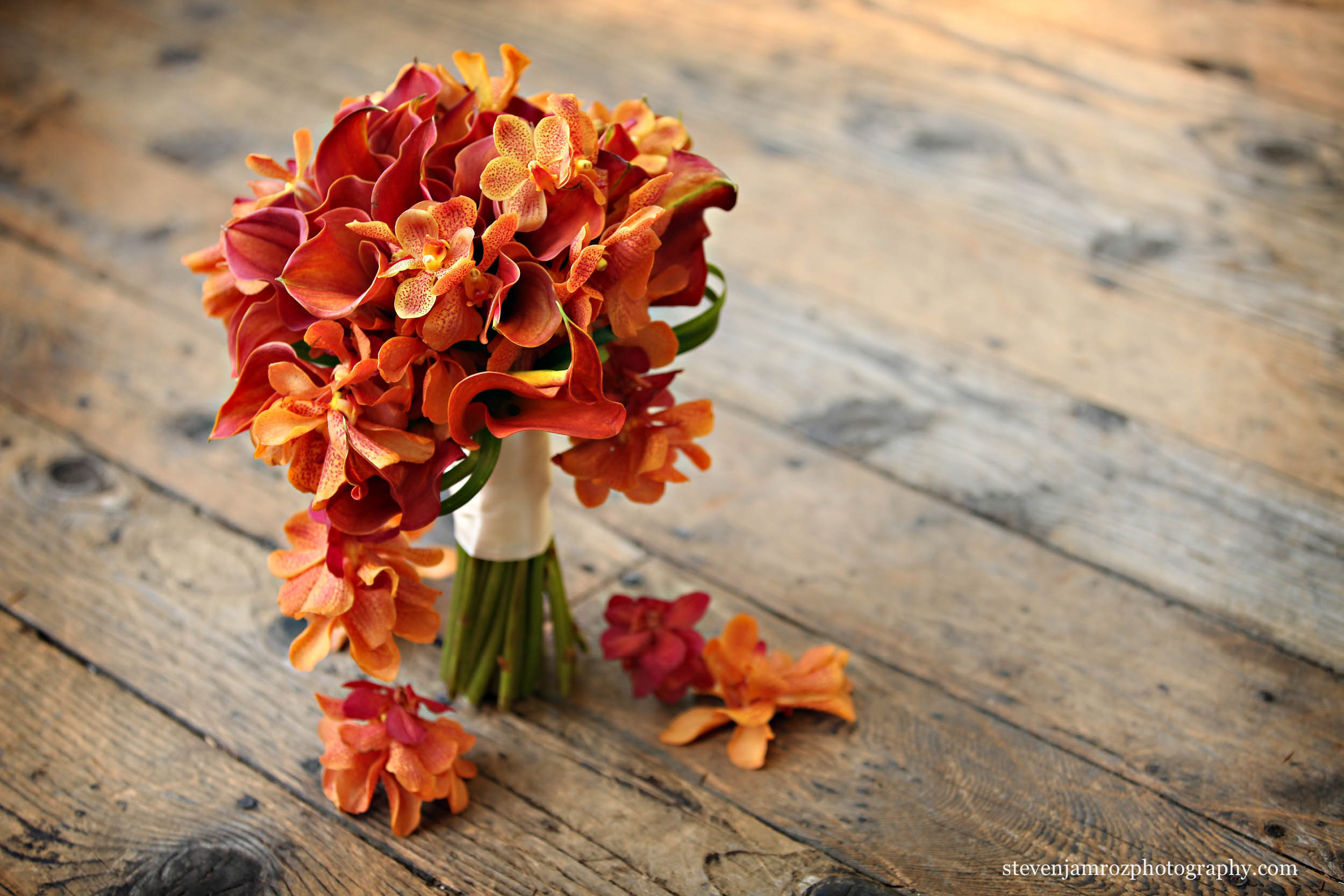 red-orange-flowers-wedding-steven-jamroz-photography-0134.jpg