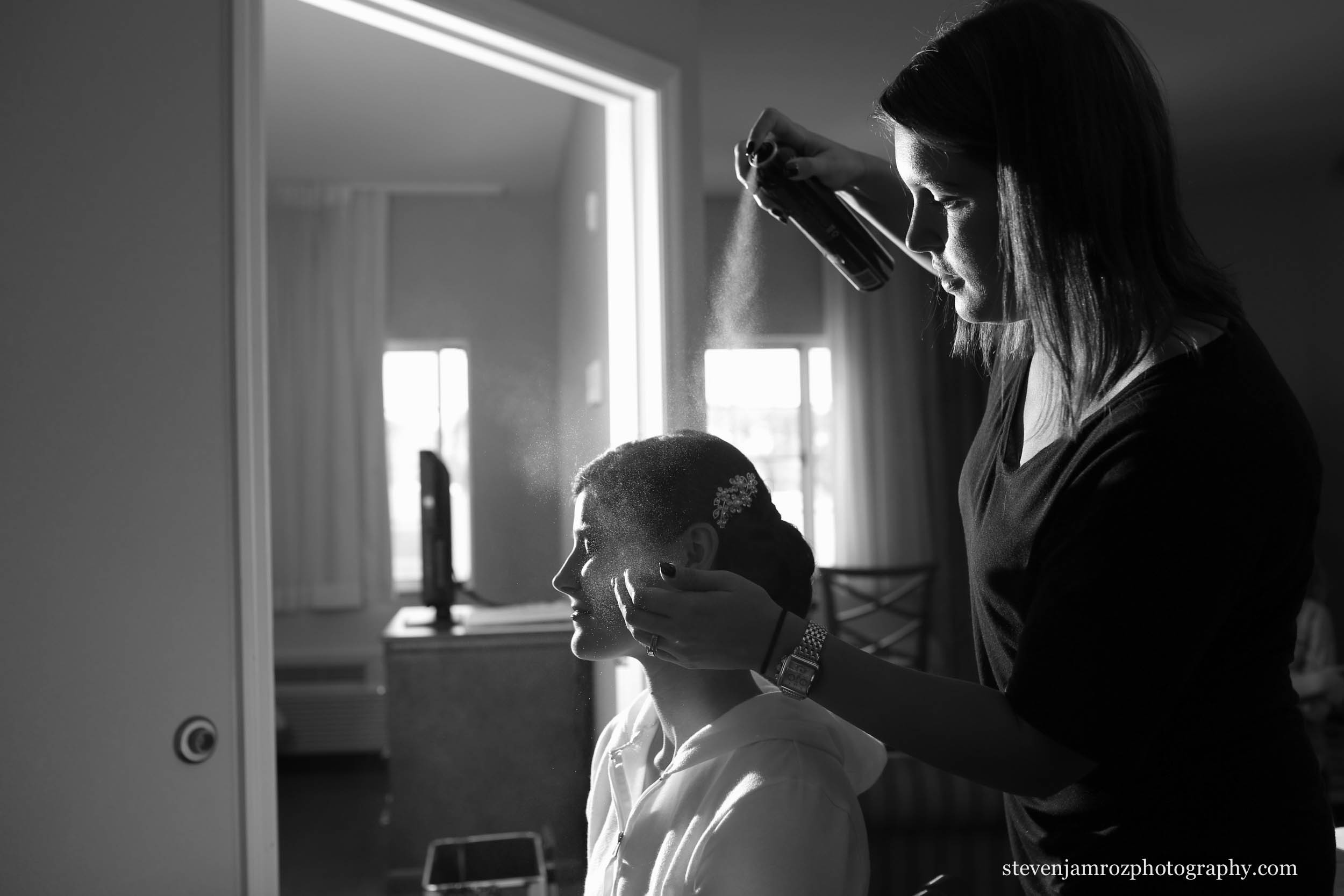 spraying-brides-hair-wedding-get-ready-steven-jamroz-photography-0508.jpg