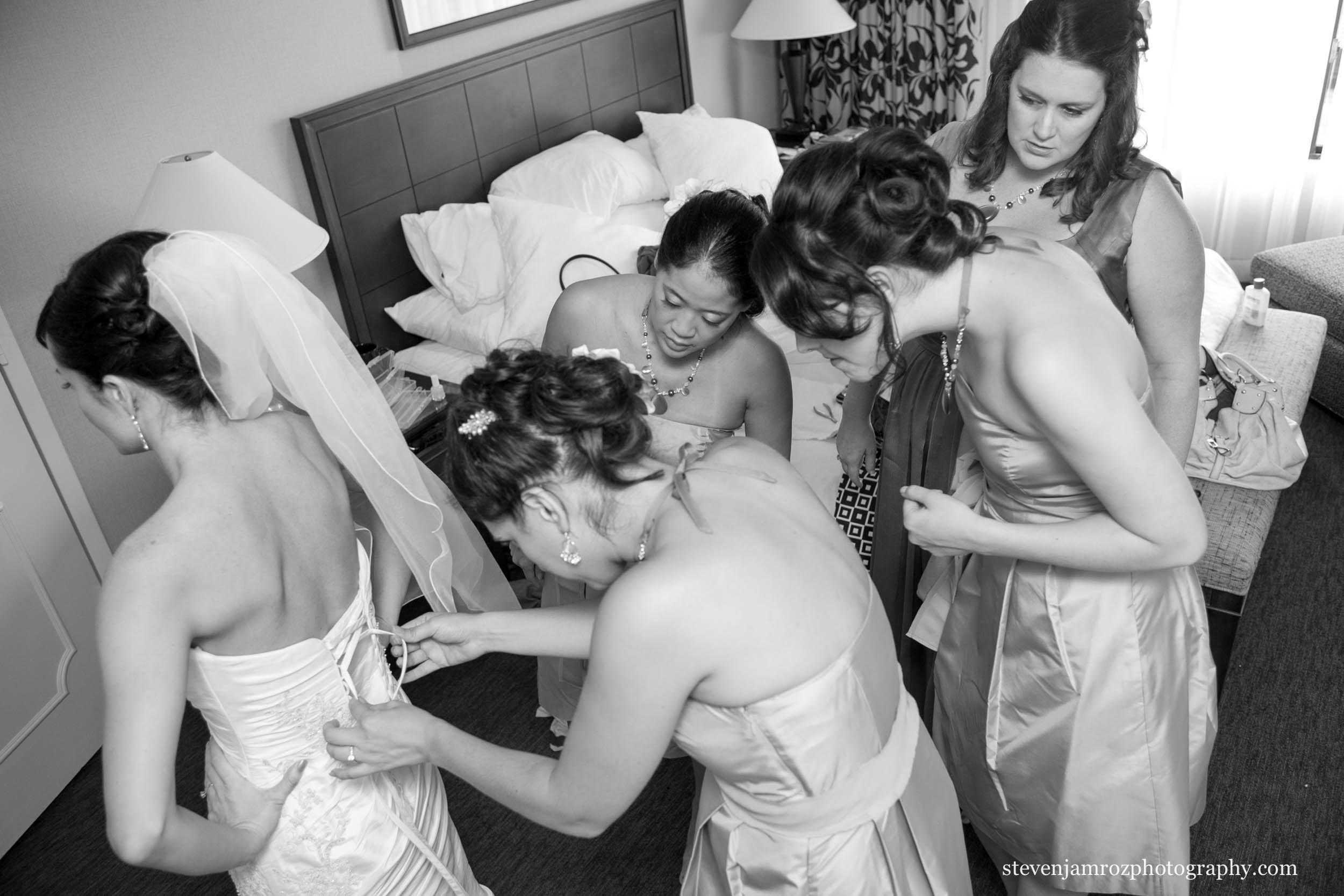 steven-jamroz-photography-getting-ready-weddings-photo-0350.jpg