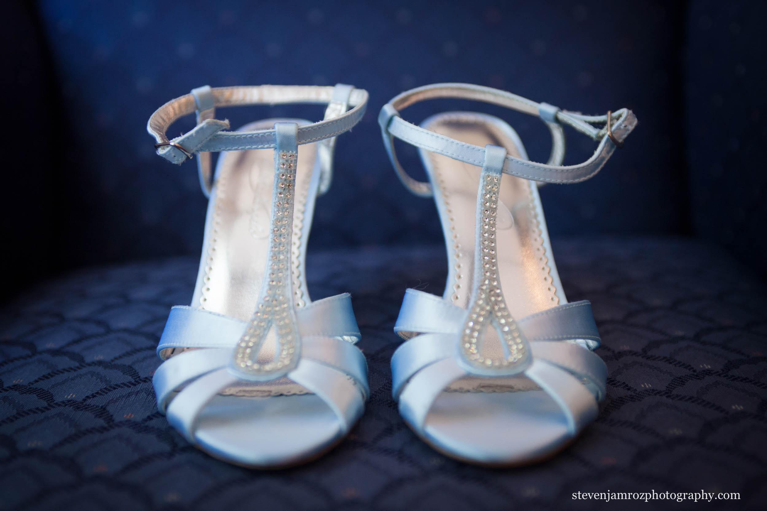 tar-heel-blue-wedding-shoes-bride-steven-jamroz-photography-0010.jpg