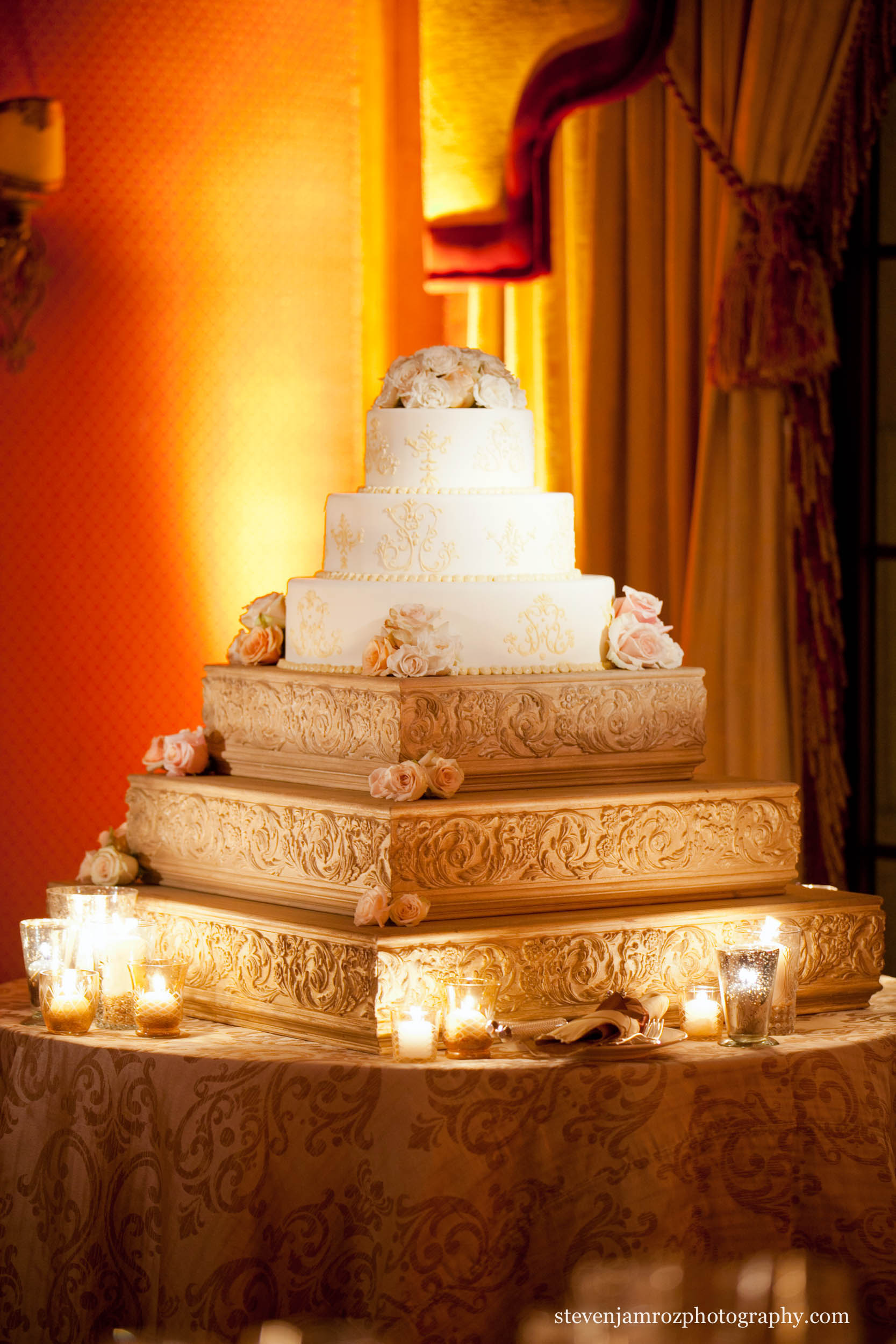 three-tier-wedding-cake-lighting-steven-jamroz-photography-0523.jpg