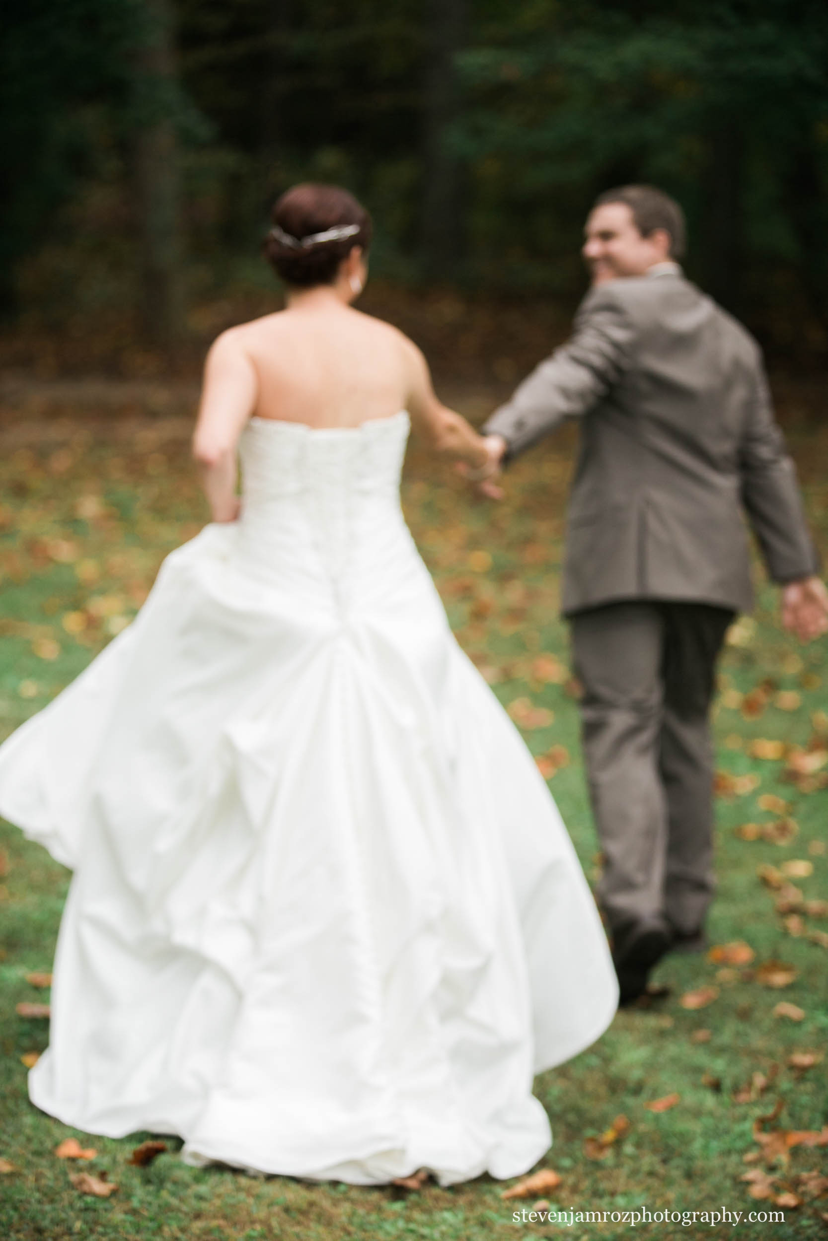 walking-bride-groom-fall-wedding-raleigh-steven-jamroz-photography-0377.jpg