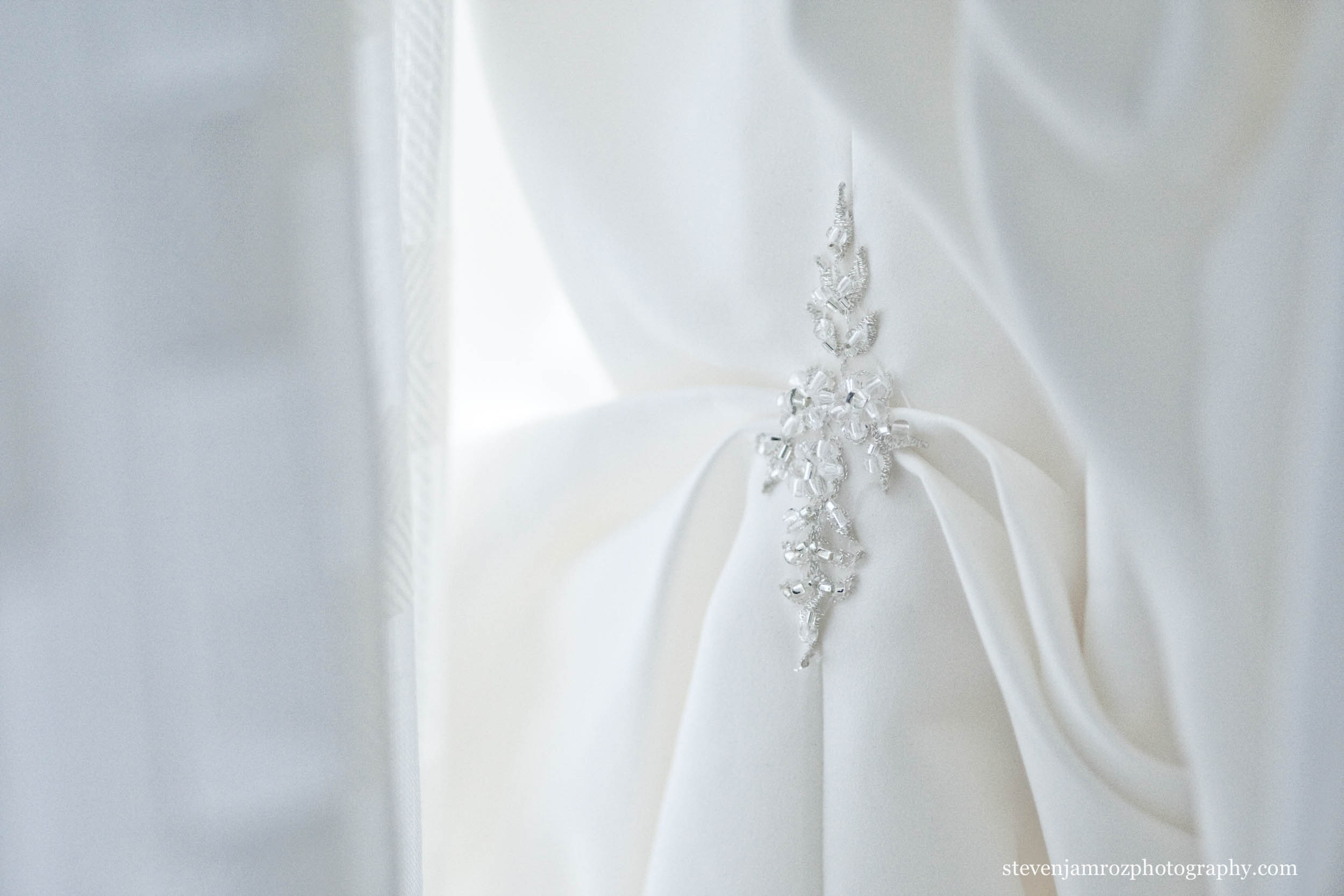 white-wedding-dress-detail-photographer-steven-jamroz-0715.jpg