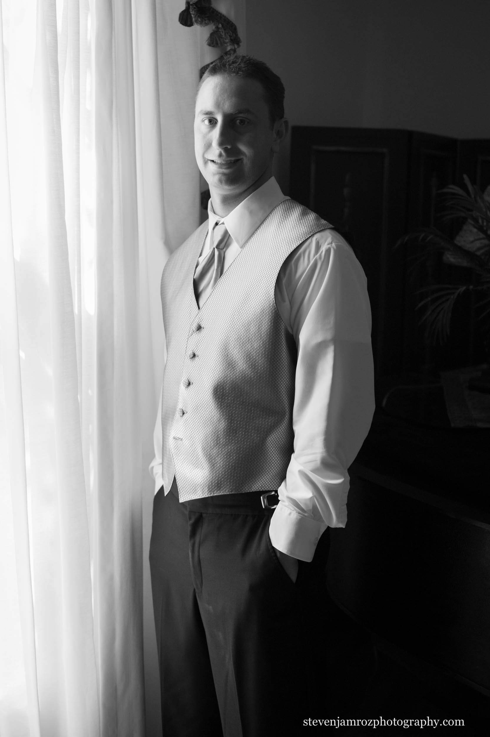 window-groom-portrait-steven-jamroz-photography-0165.jpg