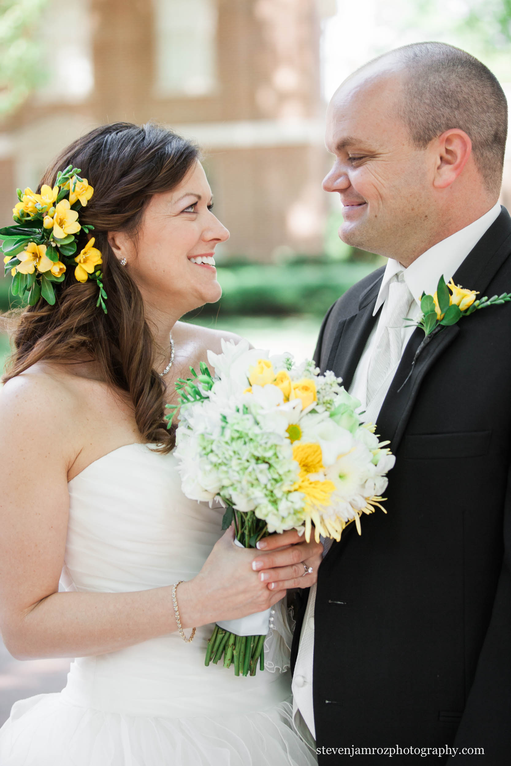 yellow-white-flower-bouquet-wedding-raleigh-steven-jamroz-photography-0290.jpg