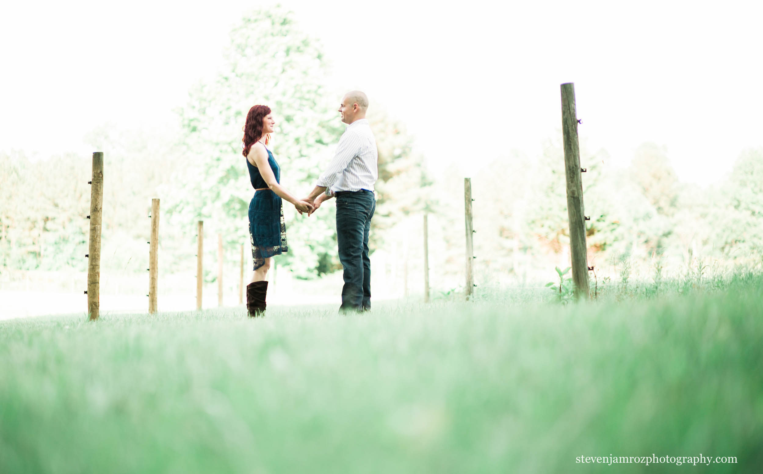 hudson-manor-estate-engagement-photos-field-0073.jpg