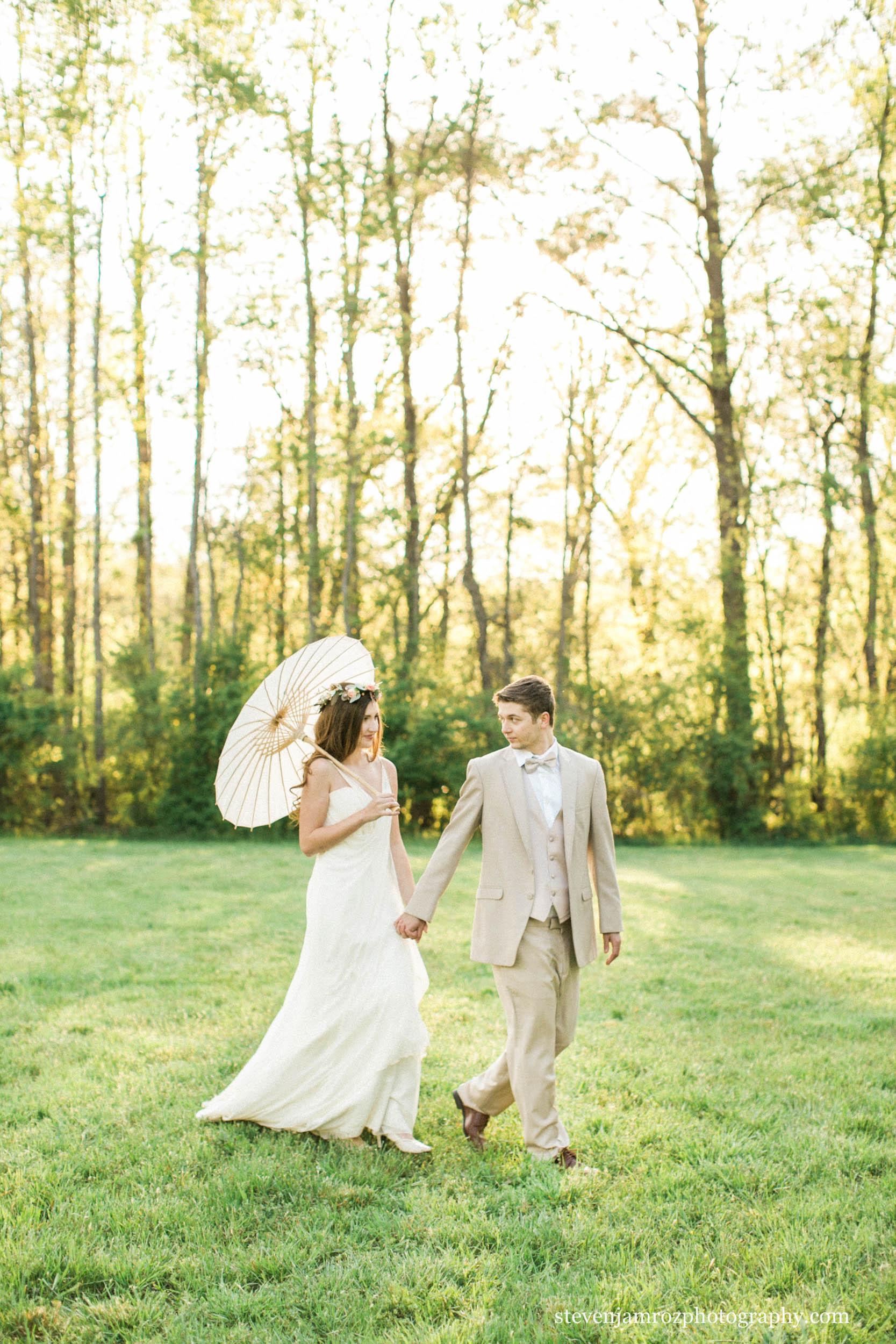 beautiful-couple-wedding-venue-cedar-grove-acres.jpg