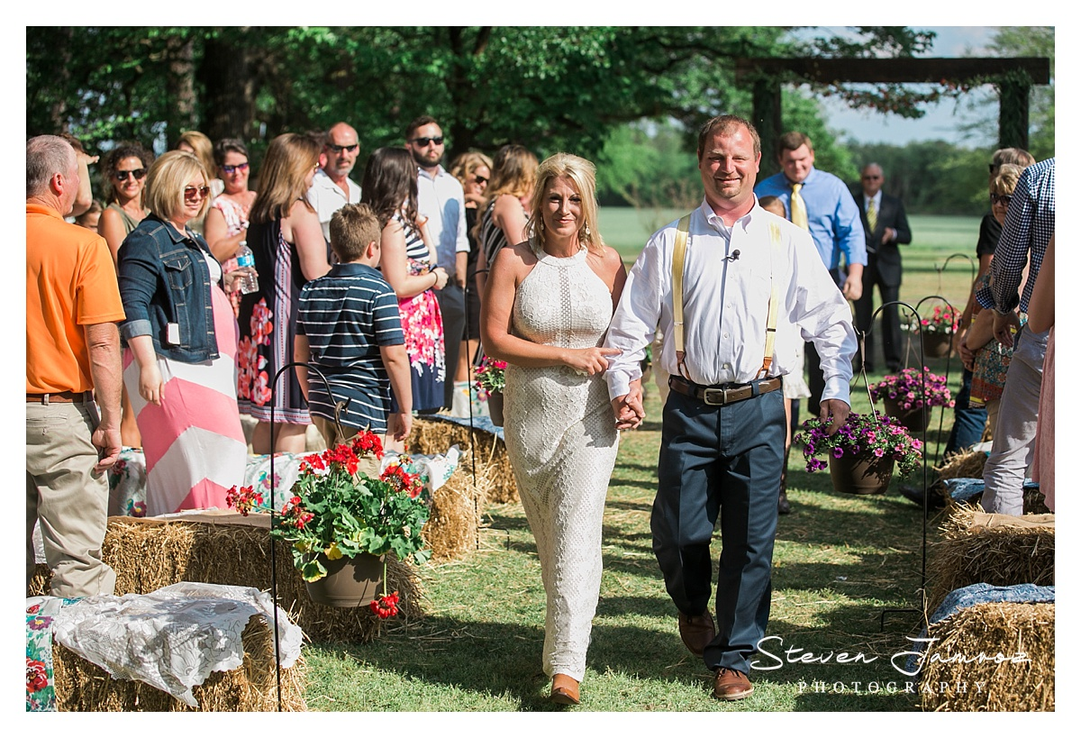mount-olive-wedding-rustic-outdoor-steven-jamroz-photography-0976.jpg