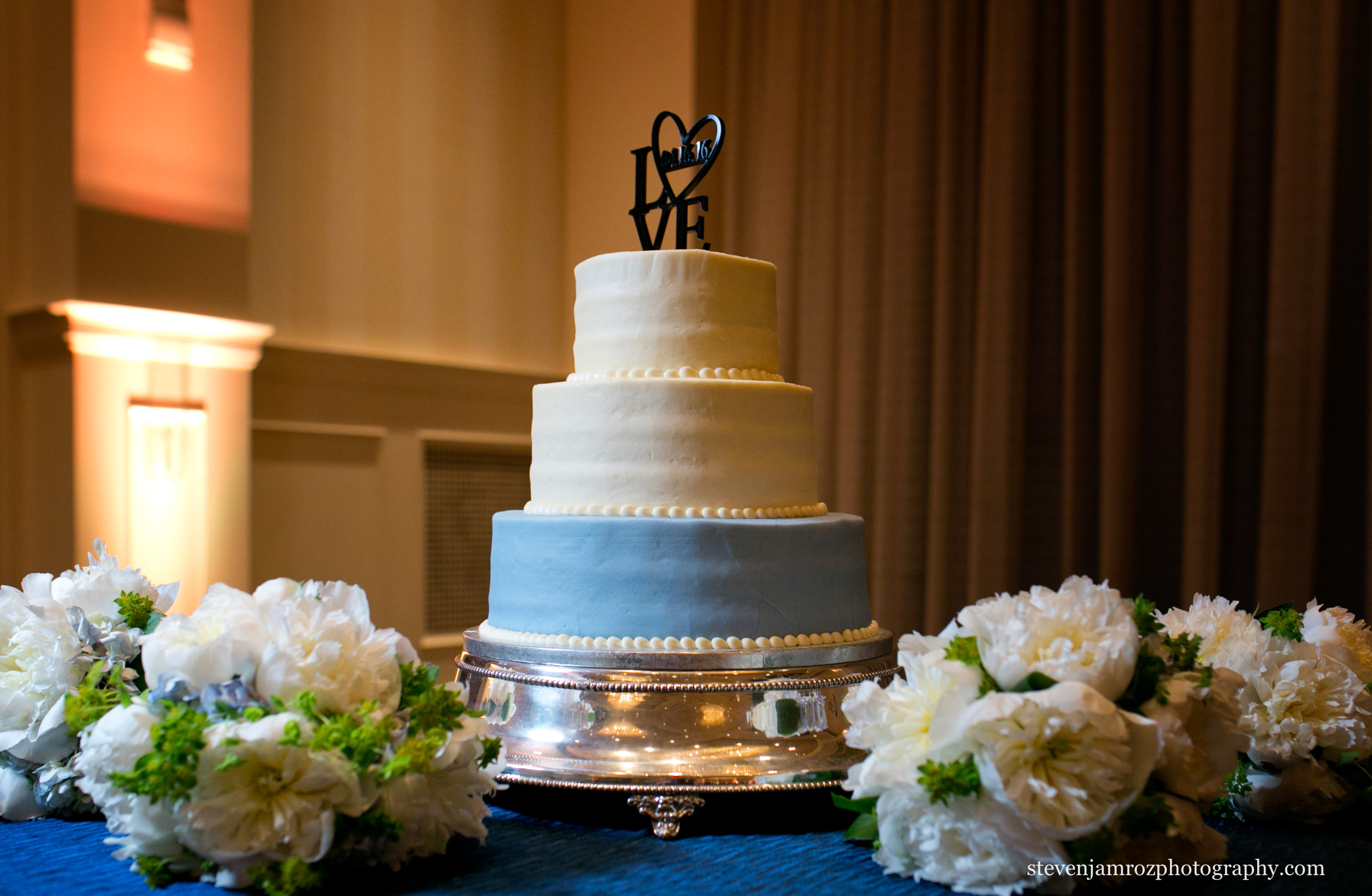 wedding cake-and-bouquets-north-hills-wedding.jpg