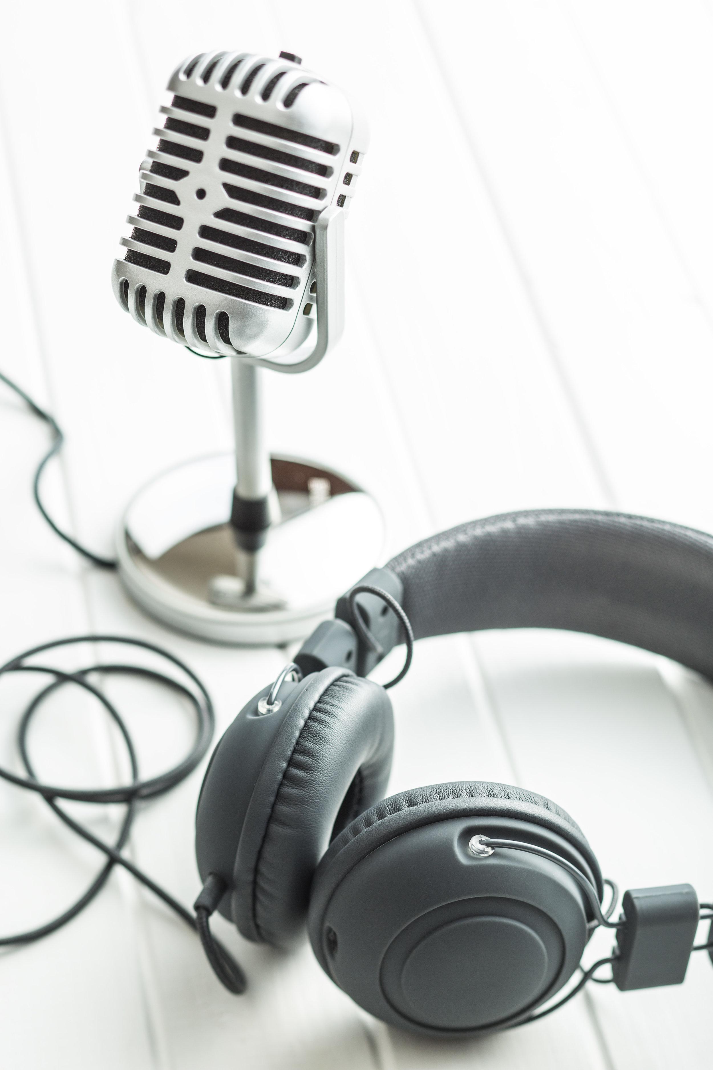 headphones-and-microphone-PN82FVN.jpg