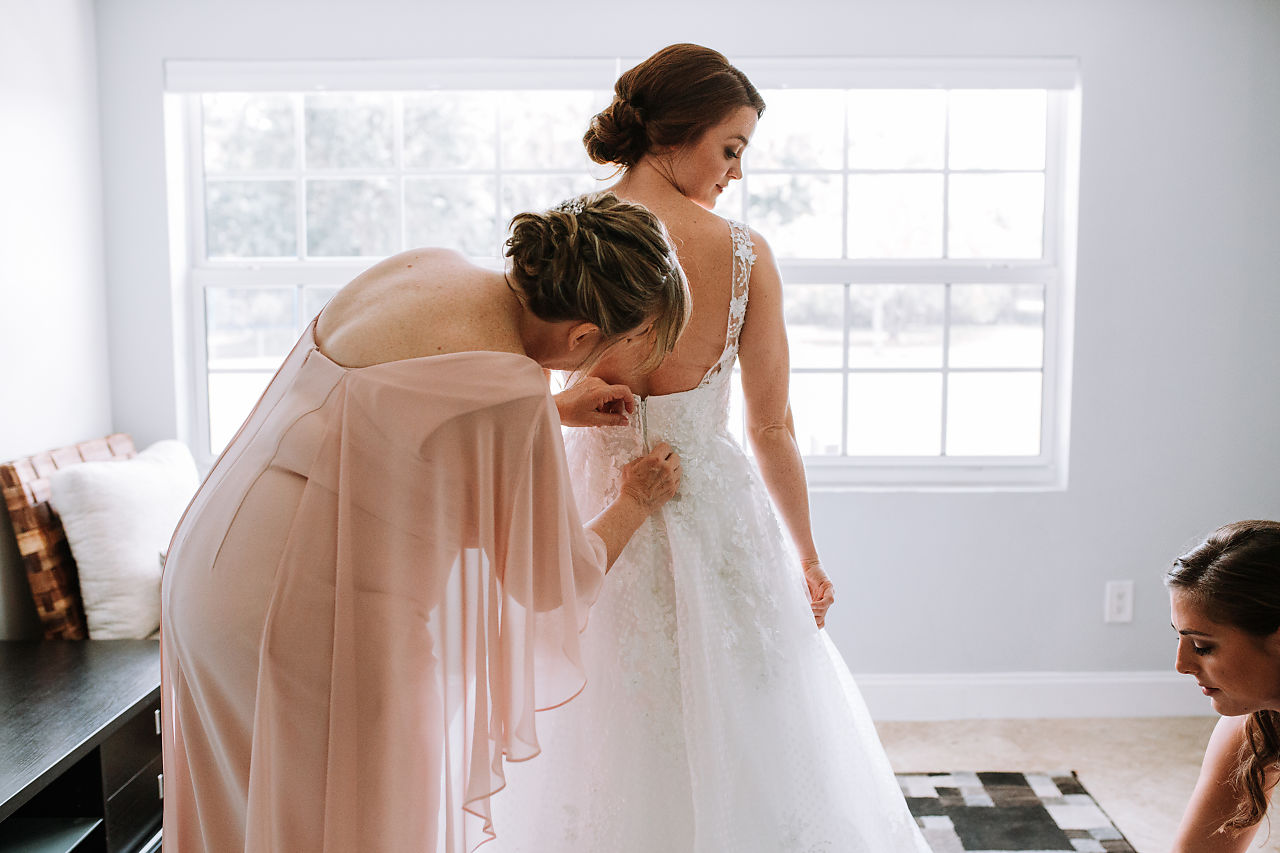 bride-getting-ready-photos-florida-weddings