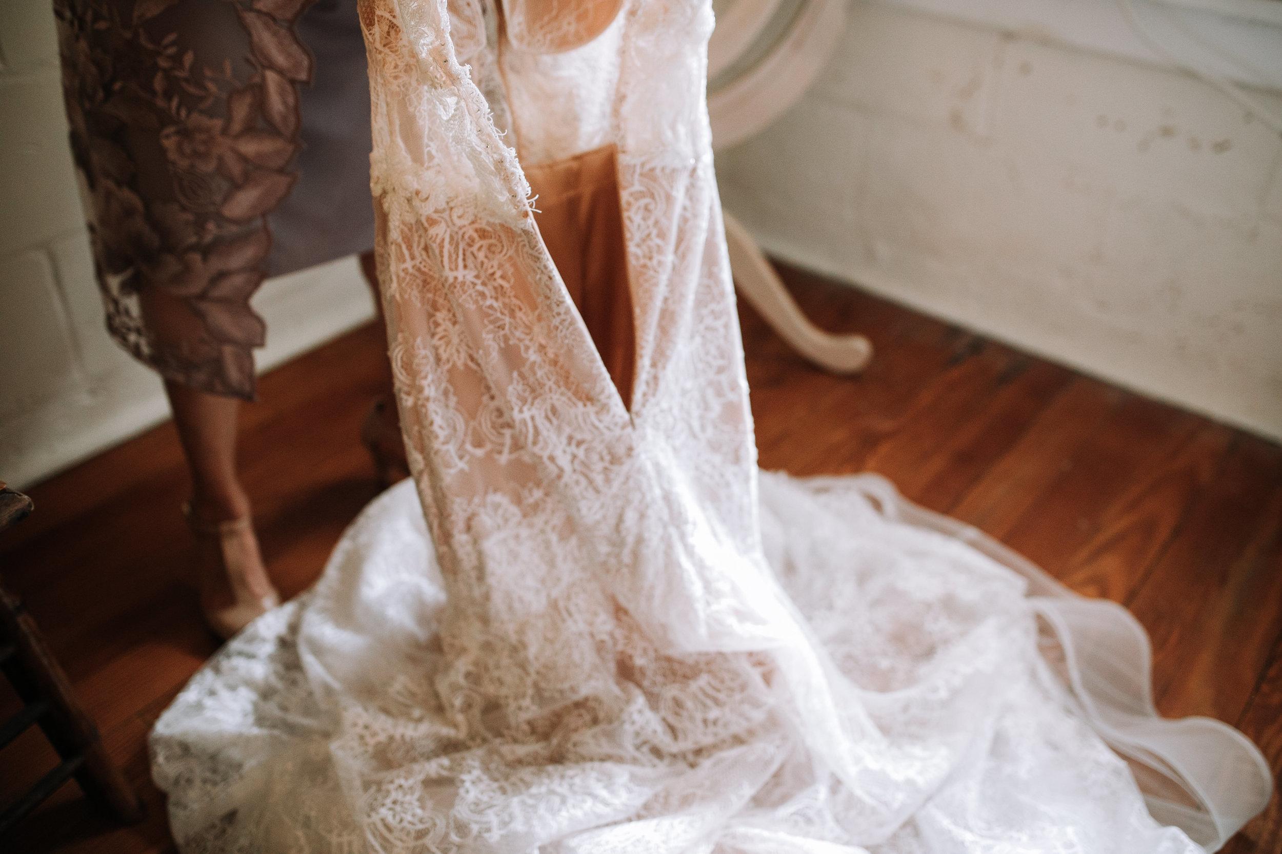 Bonett-House-wedding-gown-picture