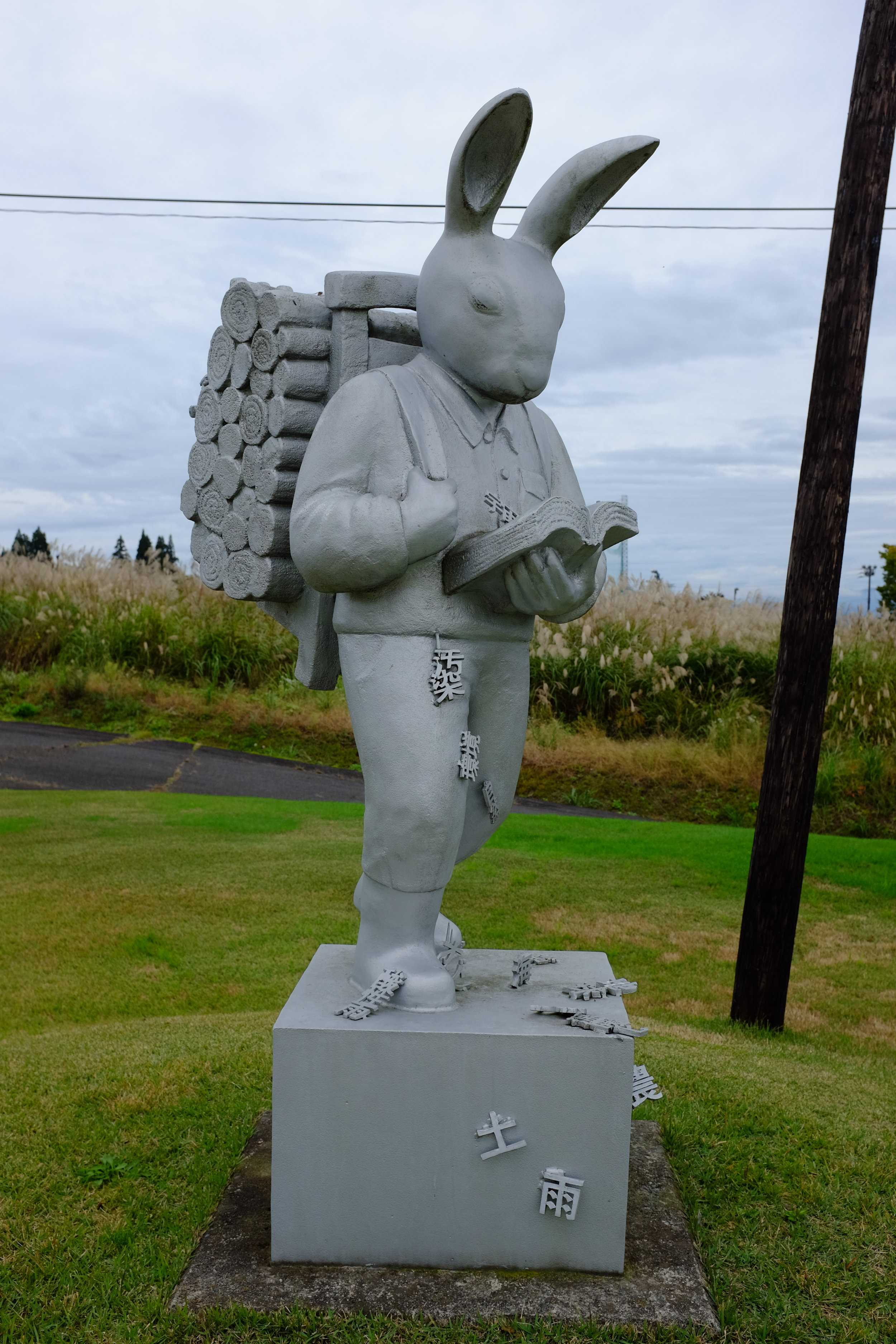 I did find these statues delightfully absurd.