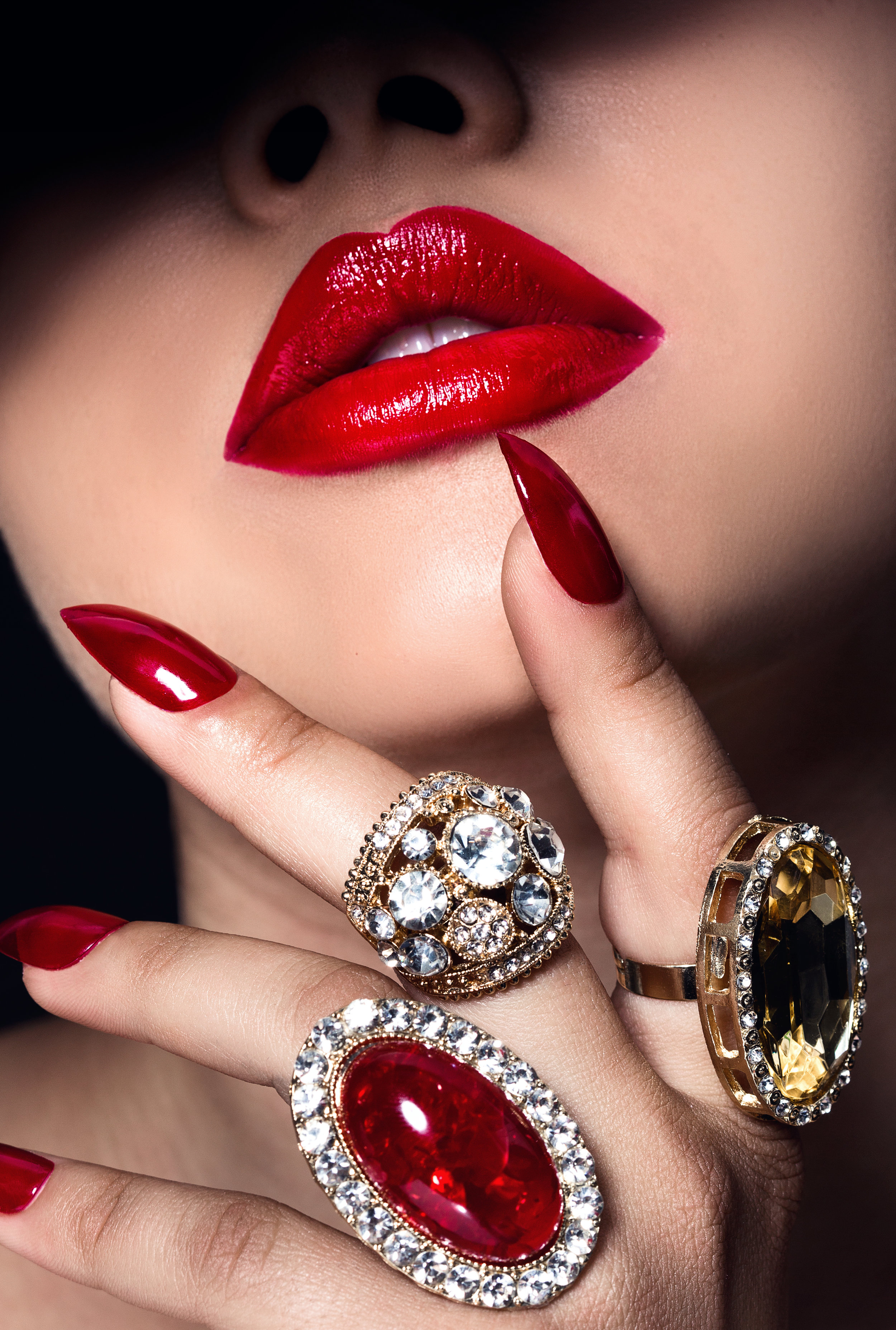 Who doesn't love a Ruby Red lip look?