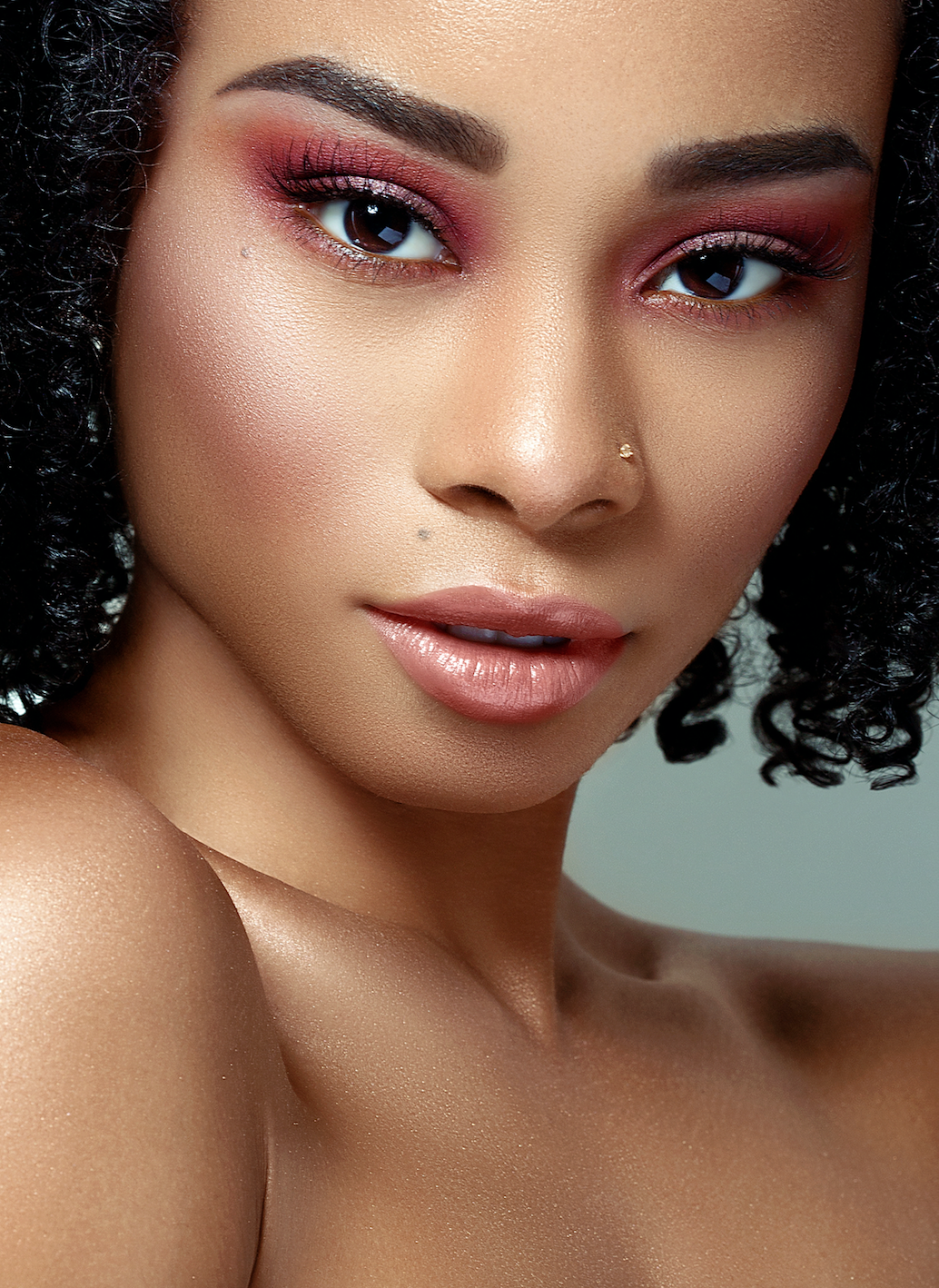 Summer Pro Tip:  Still want #glowy skin but don't want to look cakey with powders? Start from the skin care using facial waters to brighten and refresh your complexion. This will give you a #glowy base. Then use some liquid highlighters to build up the shine on the highest points of your face.