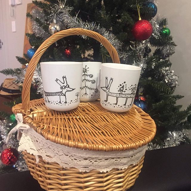 Christmas is coming! Sonkins love Christmas. Sonkins love fun. If you want to bring some Sonkin fun into your homes with hand painted unique sonkin mugs, contact Sonkin Studio directly.