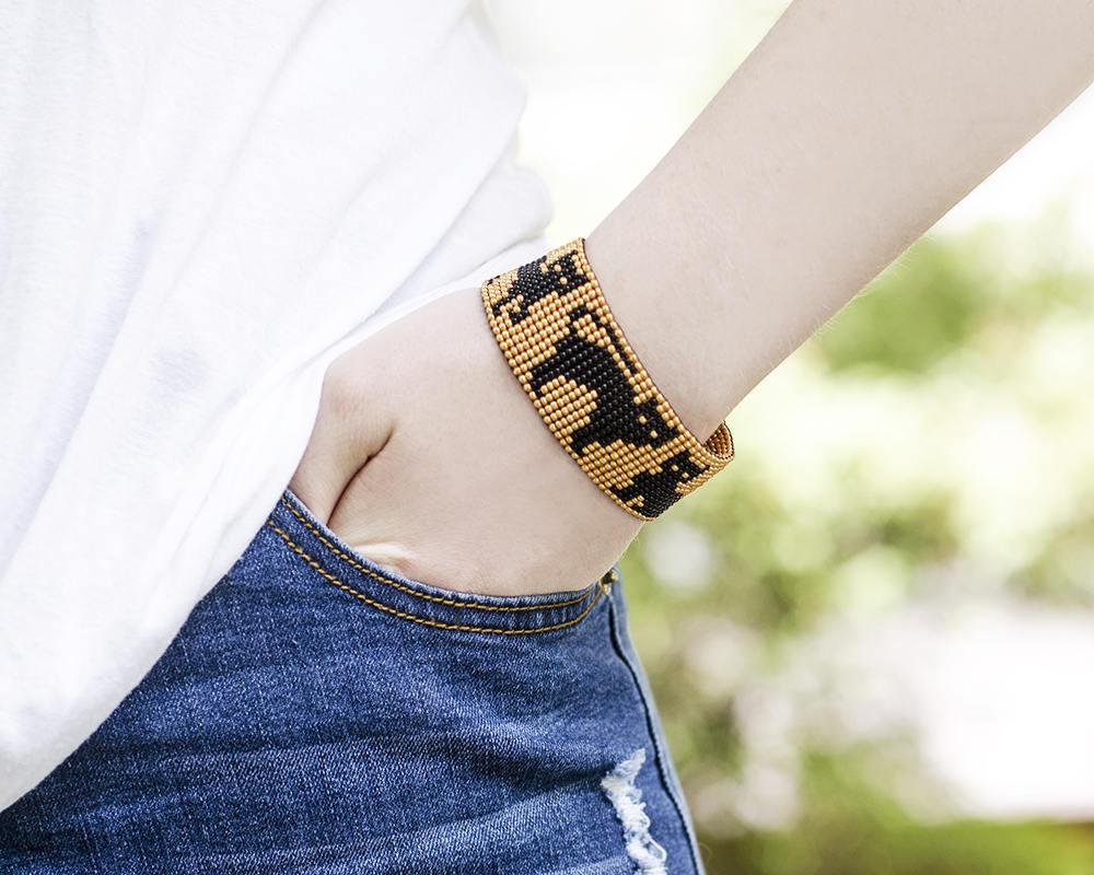Black cat beaded bracelet