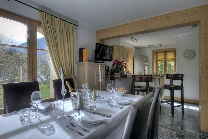 tissourds_dining_kitchen_resize.jpg