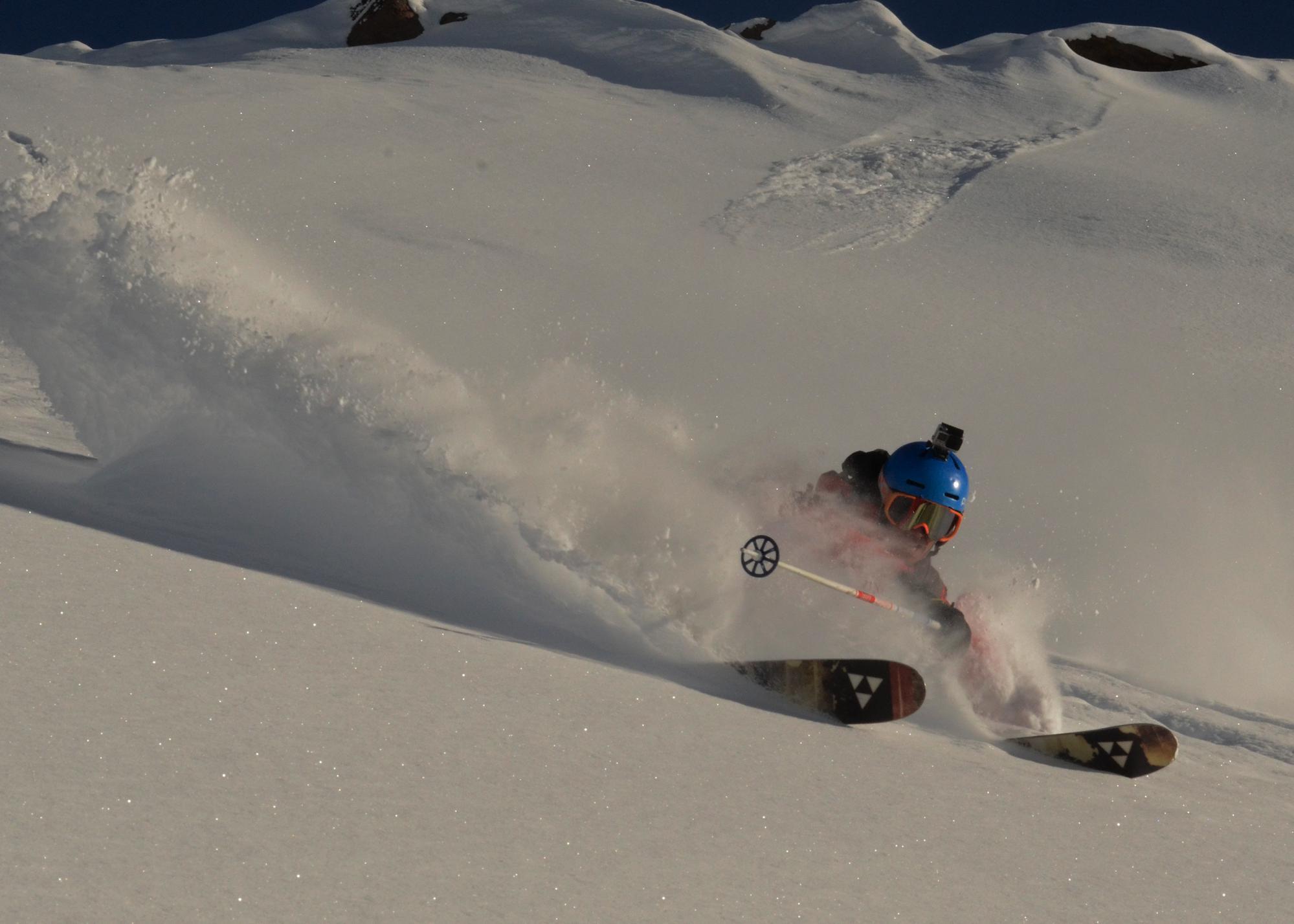 RYT Coach Niccolò Zarattini riding in the Chilean deep powder - Ph. Tom Winter