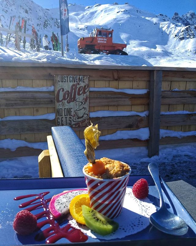 It's definitely a good morning when you find on your table something like this! 😍 We wish you a sweet day on the slopes, ski safe and get ready for the next busy week of holidays. . . . . . . #rideyourtime #courchevel #3valleys #bestfood #bestdestinations #luxuryrestaurant #luxuryholidays #traveladdict #letsgosomewhere #bestrestaurants #pow #timetoplay #earnyourturns #neverstopexploring