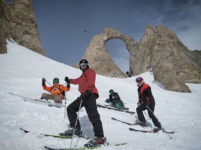 Nice days out with the boy!! In the background the famous Aiguille Percé. Ride with us, ride with #rideyourtime!!! . . . . . . #getoutstayout #skiing #offpiste #visitfrance #snow #skiguide #fun #timetoplay #neverstopexploringtraveling #powder #skitrip #tignesofficiel