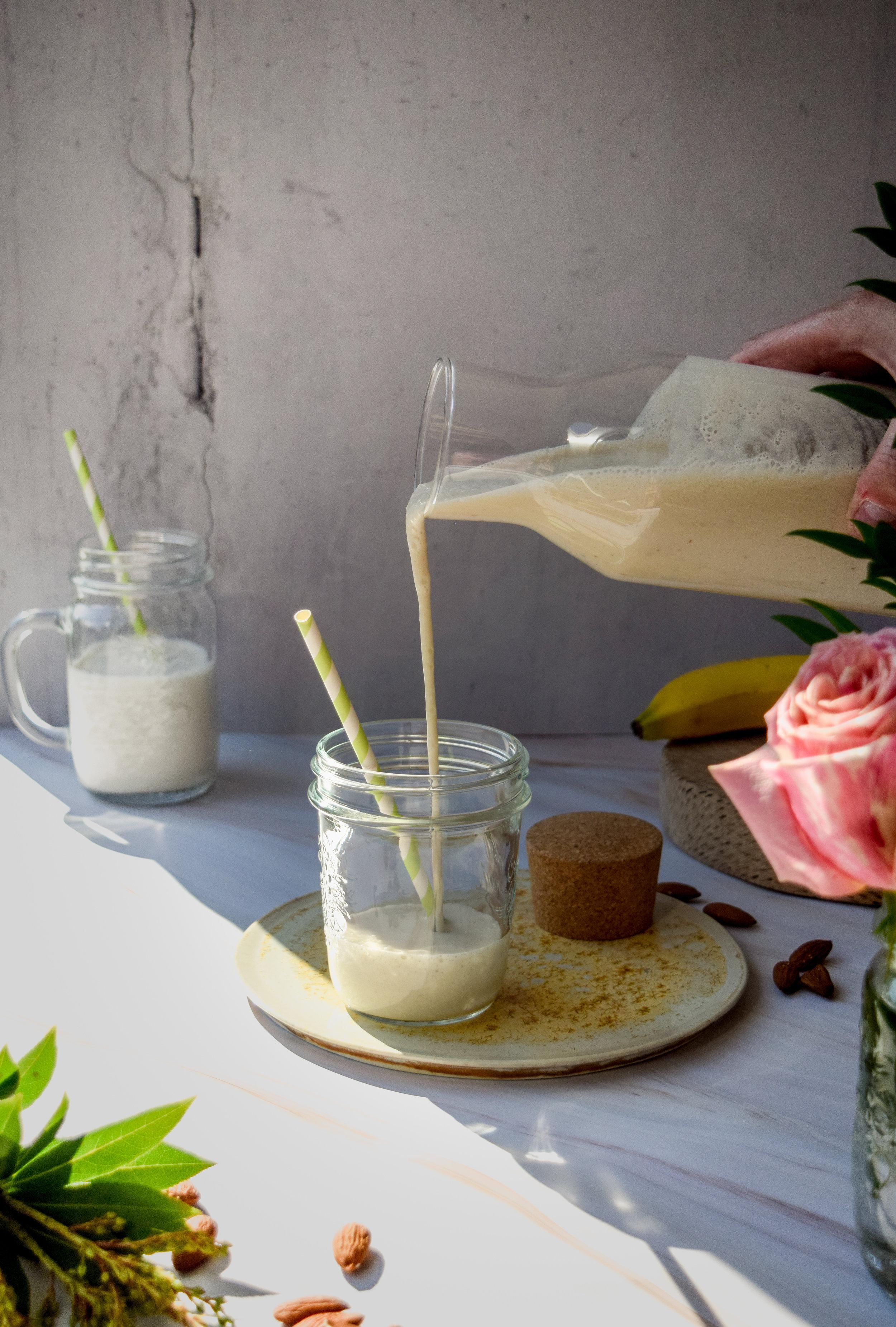 Almond milk smoothie_1.jpg