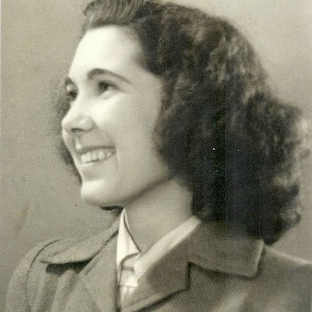 After Kate Middleton visit at Bletchley Park yesterday, here is a lovely picture of her grandmother, Valerie Middleton, one of the bravest WW2 codebreakers!  #thebletchley #thebletchleybar #codebreaker #agent #thebletchleypark #dday #grandma #nostalgia #vintagepic